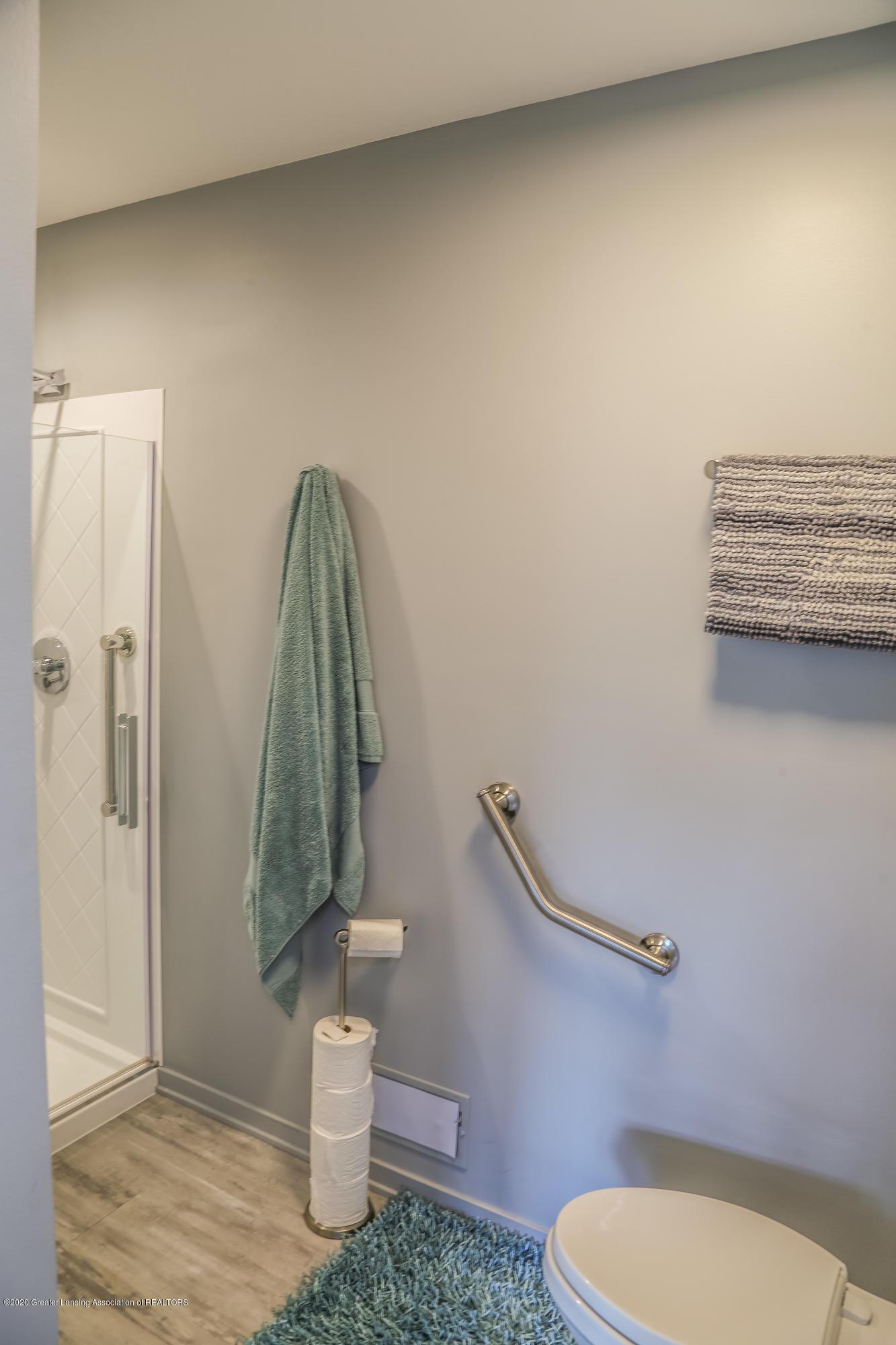 5307 E Hidden Lake Dr - Hall Bathroom - 18
