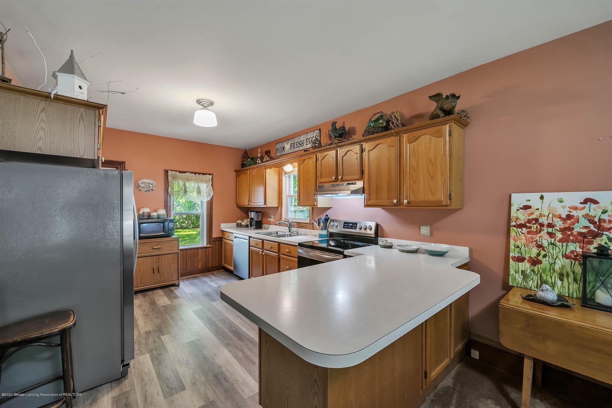 518 S Smith Rd - (12) MAIN FLOOR Kitchen - 13