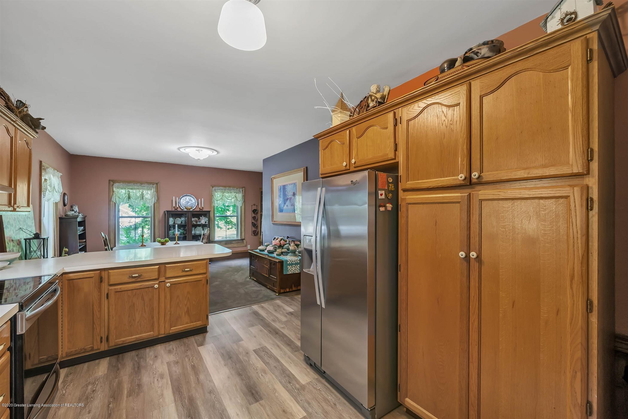 518 S Smith Rd - (13) MAIN FLOOR Kitchen - 14