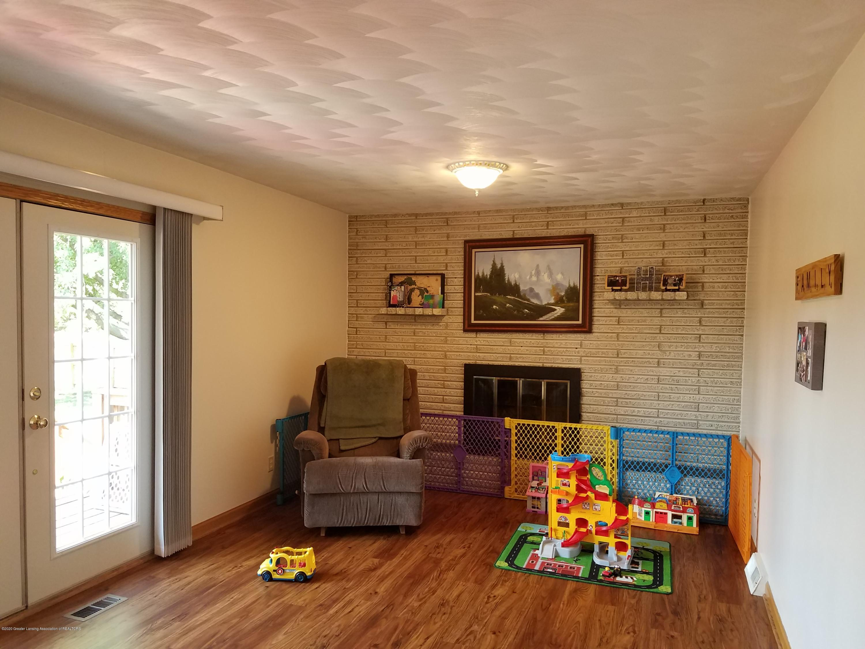 1009 E Cass St - Family Room - 8