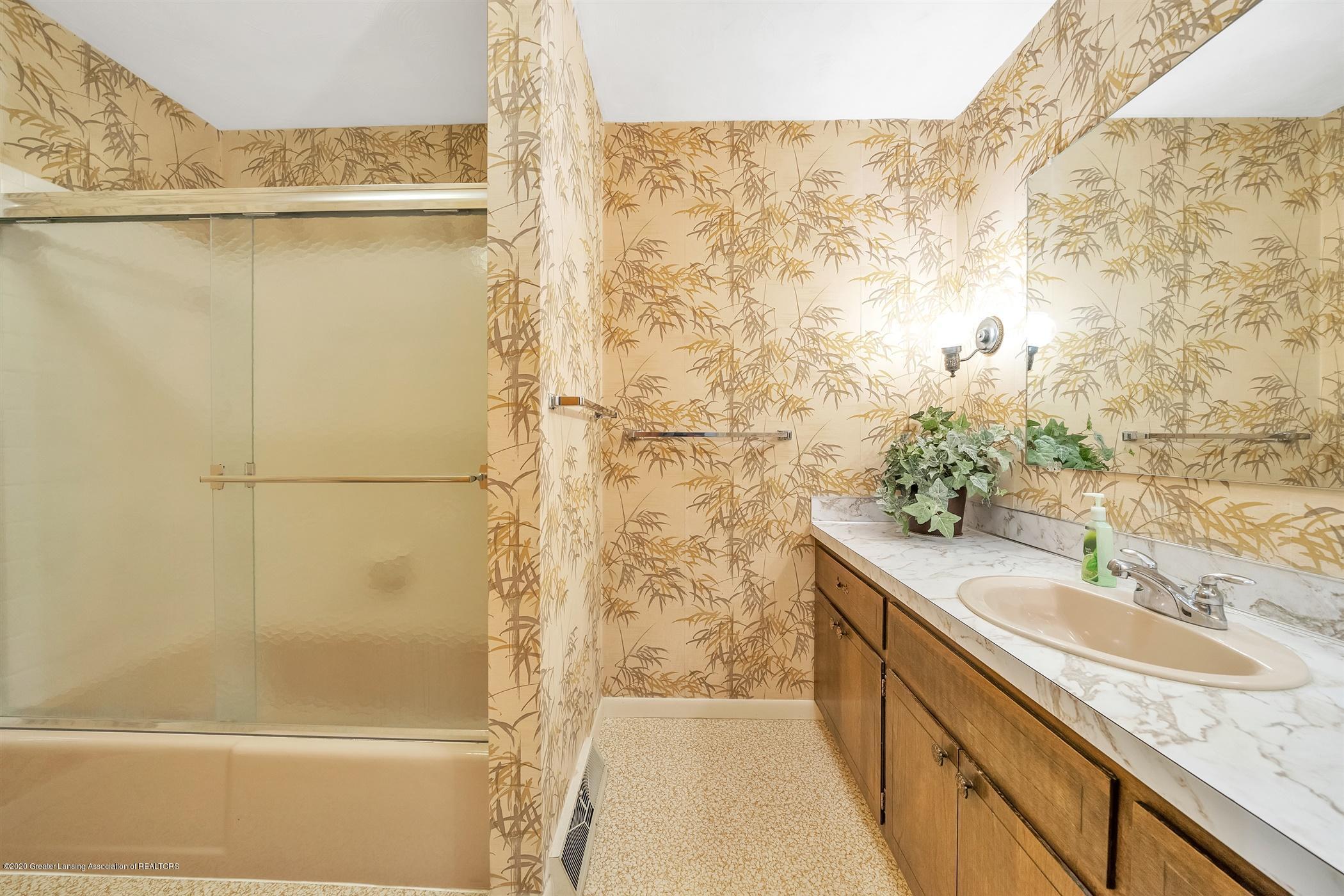 2150 Arundel Pl - (20) MAIN FLOOR Full Bathroom - 21