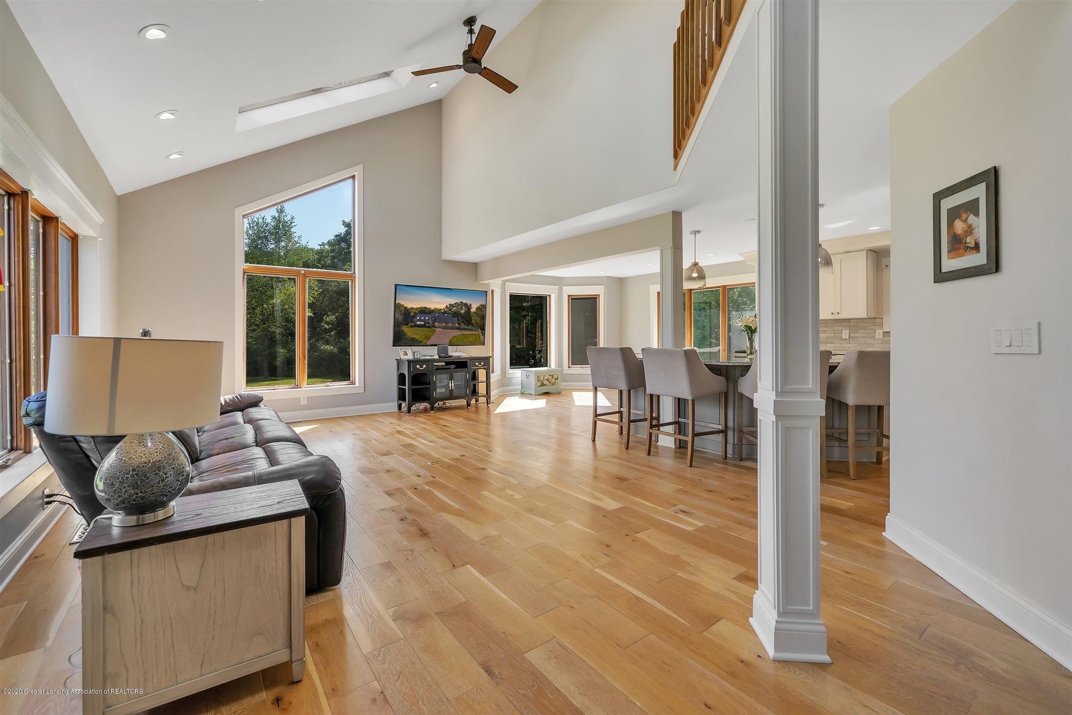 2275 Bravender Rd - MAIN FLOOR Living Room - 5