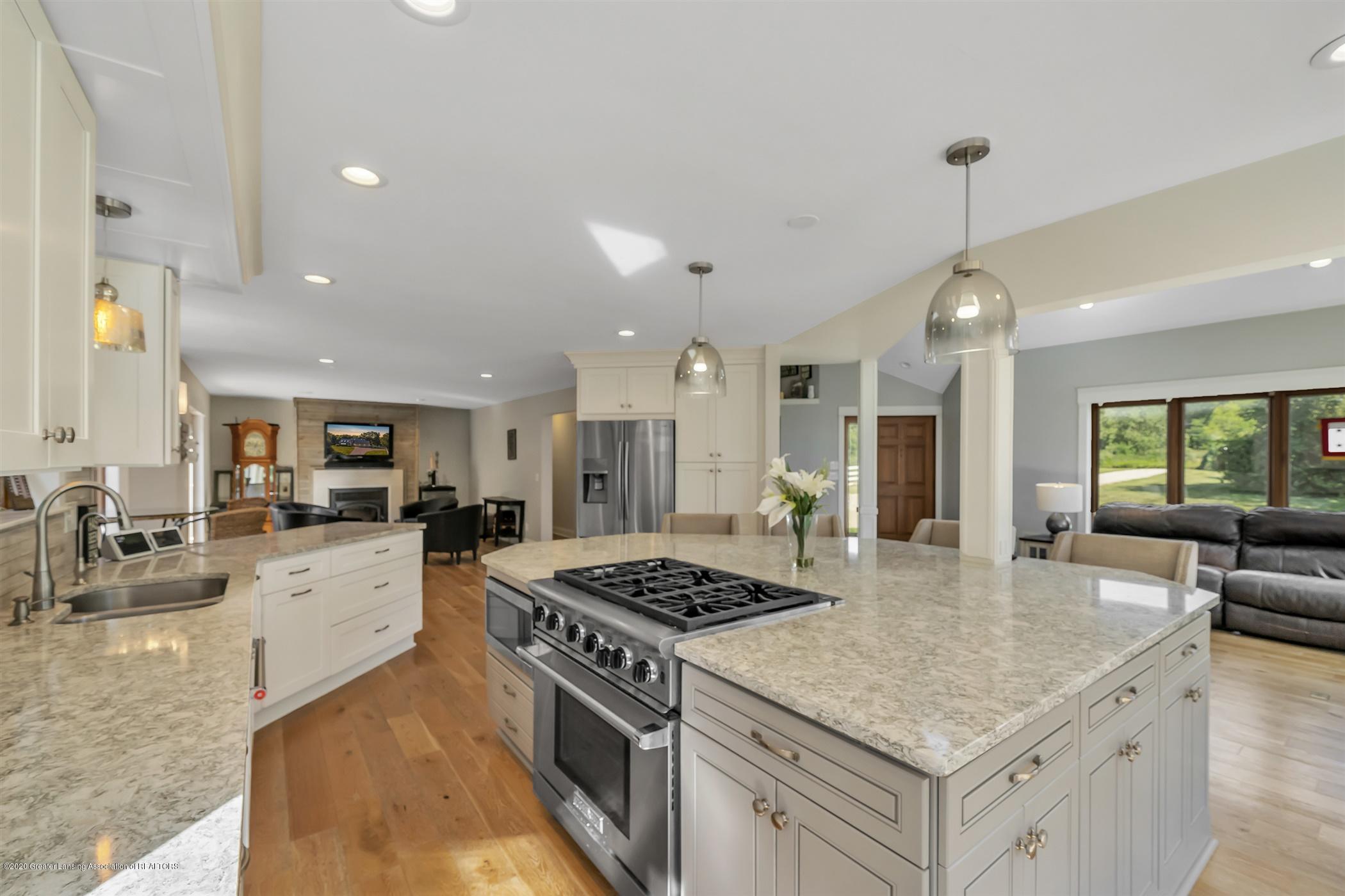2275 Bravender Rd - MAIN FLOOR Kitchen - 6