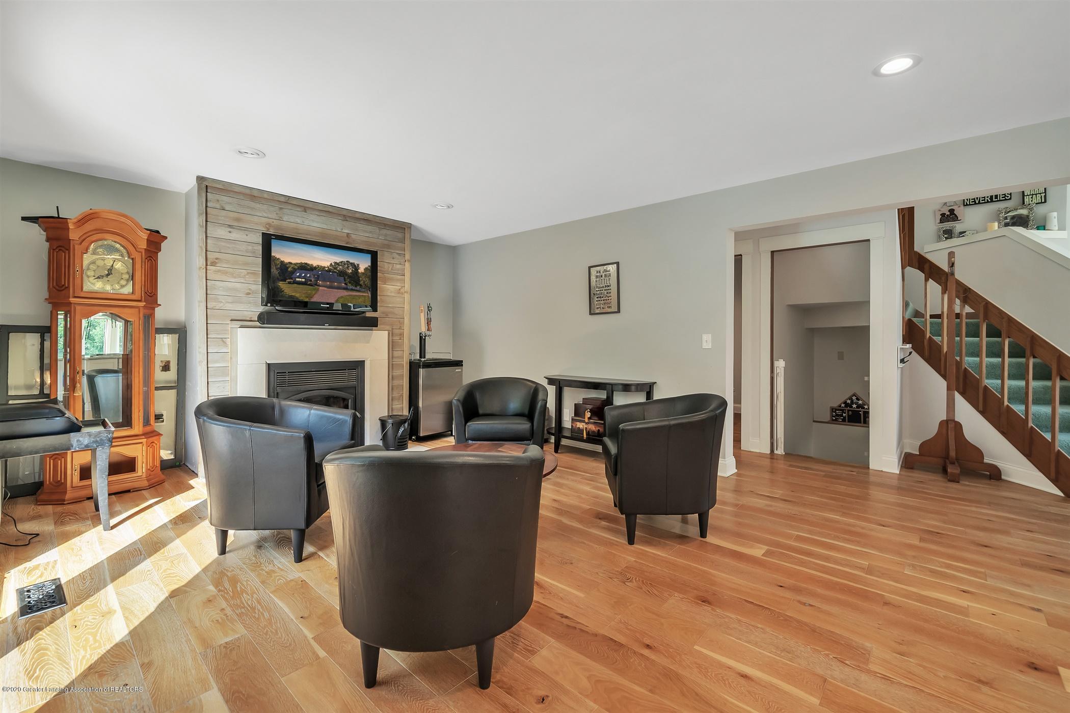 2275 Bravender Rd - MAIN FLOOR Family Room - 7