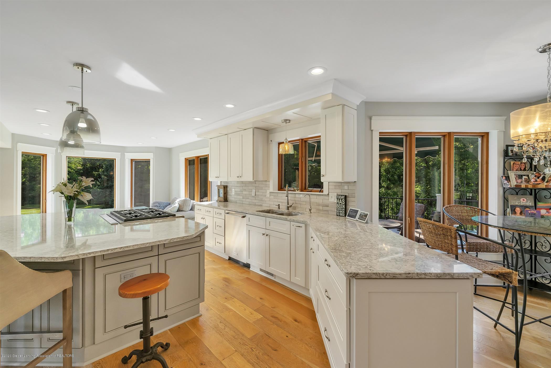 2275 Bravender Rd - MAIN FLOOR Kitchen - 16
