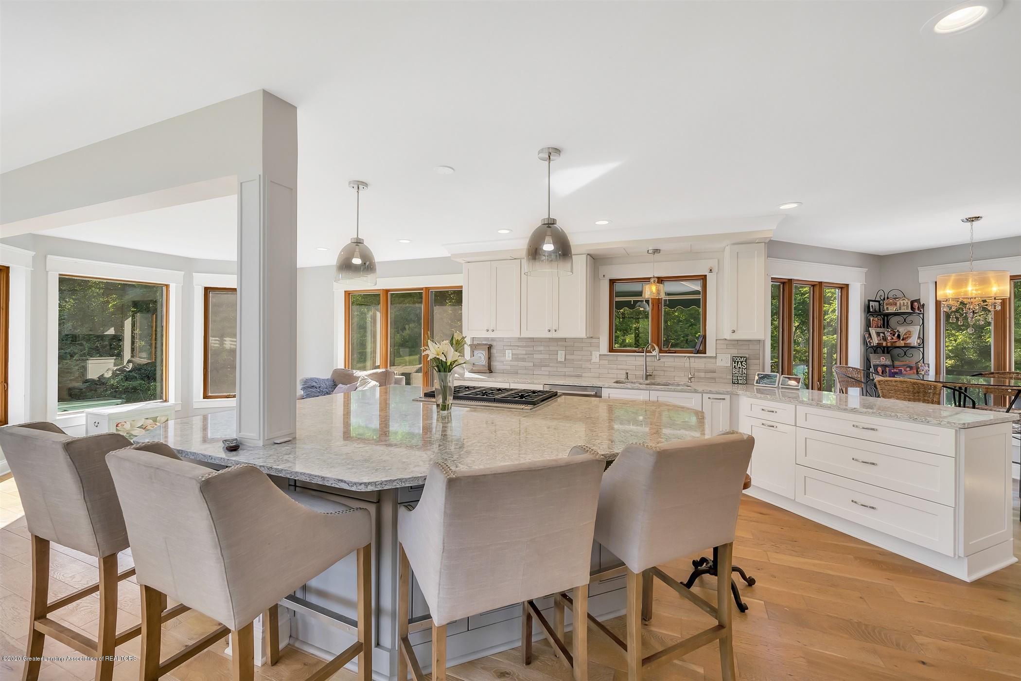 2275 Bravender Rd - MAIN FLOOR Kitchen - 17