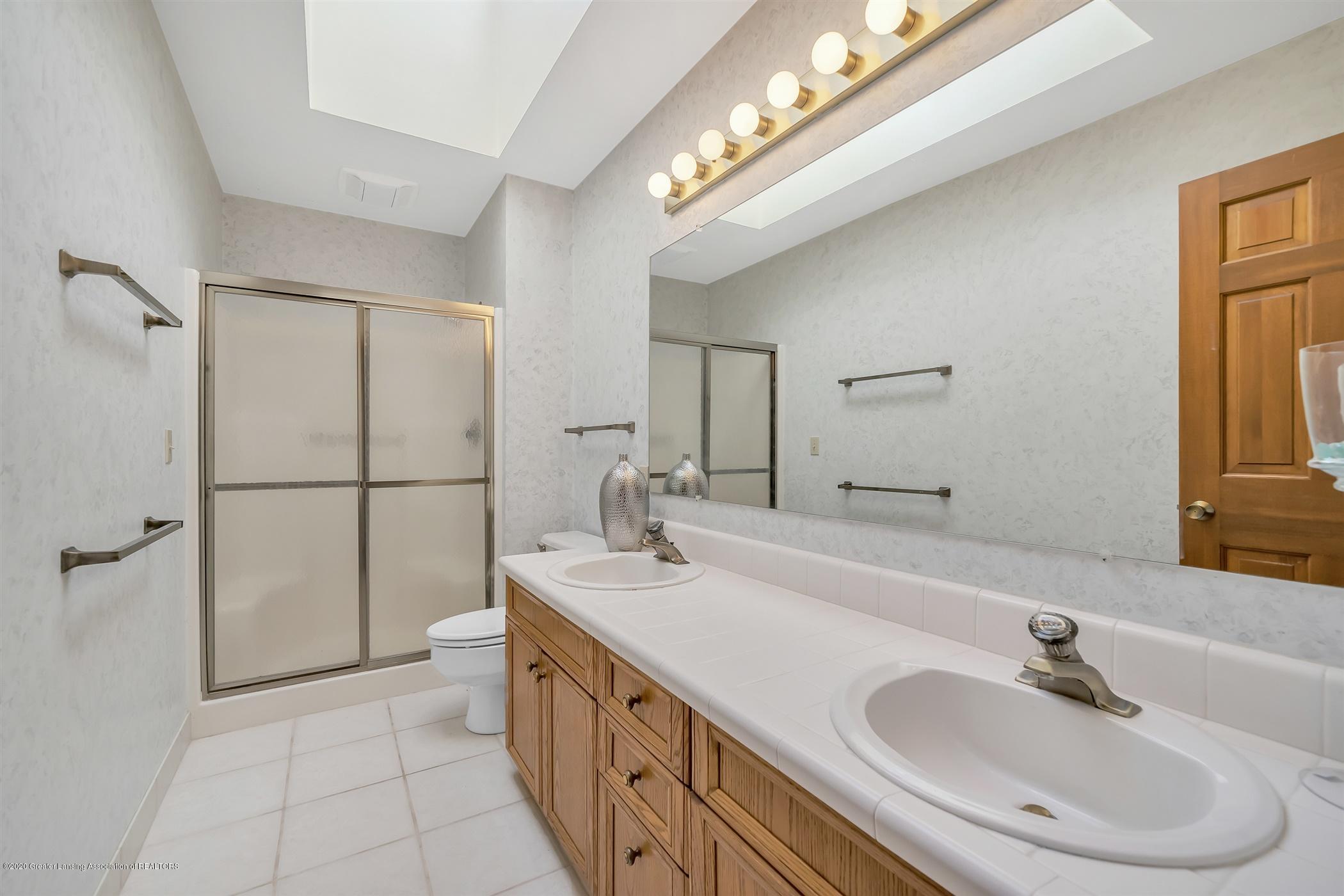 2275 Bravender Rd - SECOND FLOOR Full Bathroom - 26