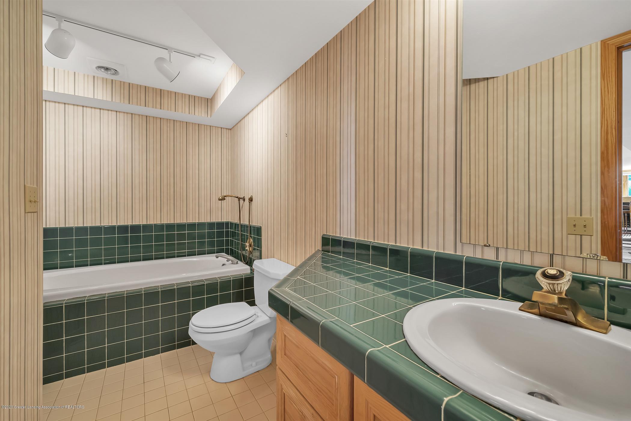 2275 Bravender Rd - LOWER LEVEL Full Bathroom - 35