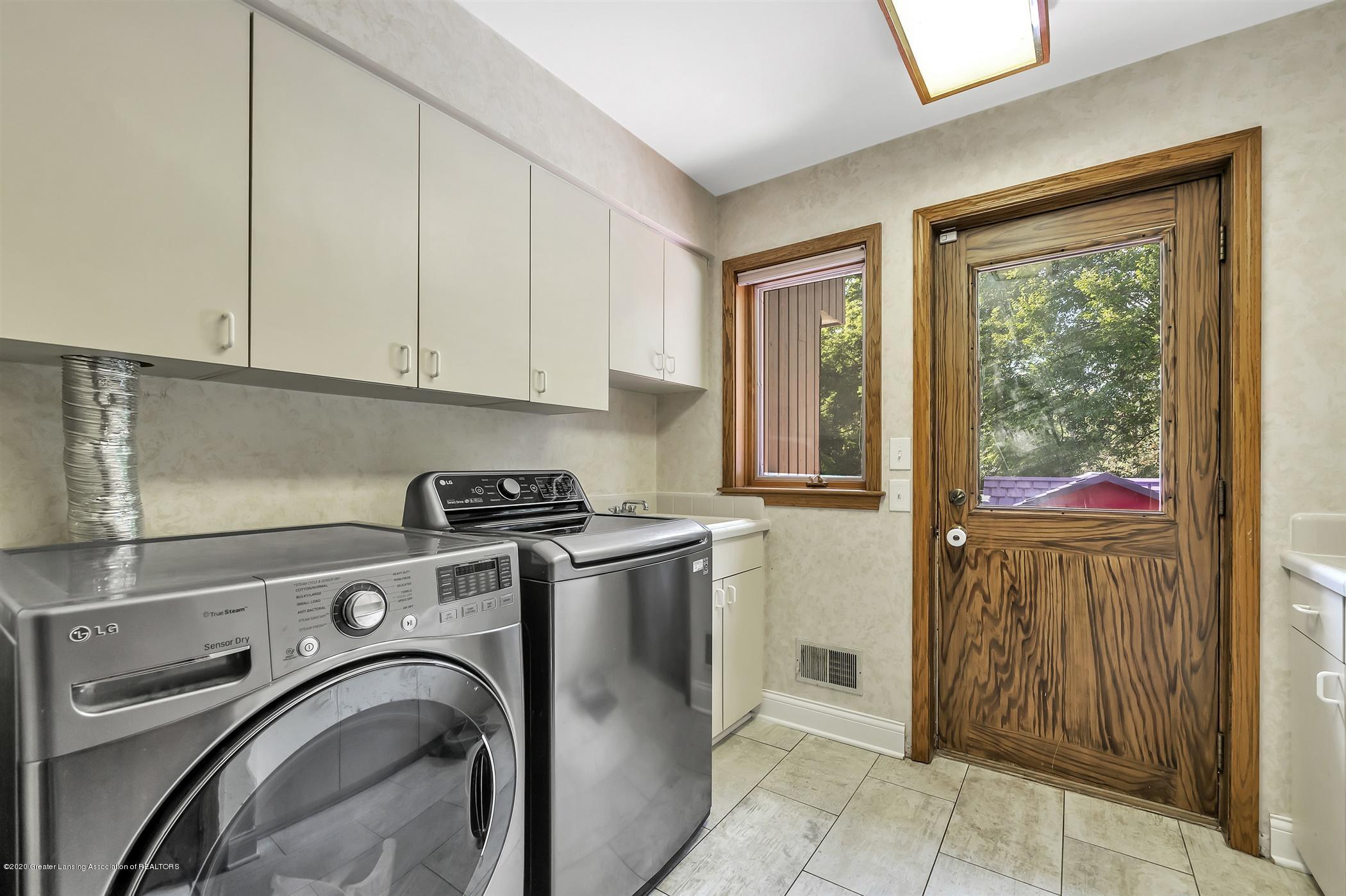 2275 Bravender Rd - MAIN FLOOR Laundry Room - 37