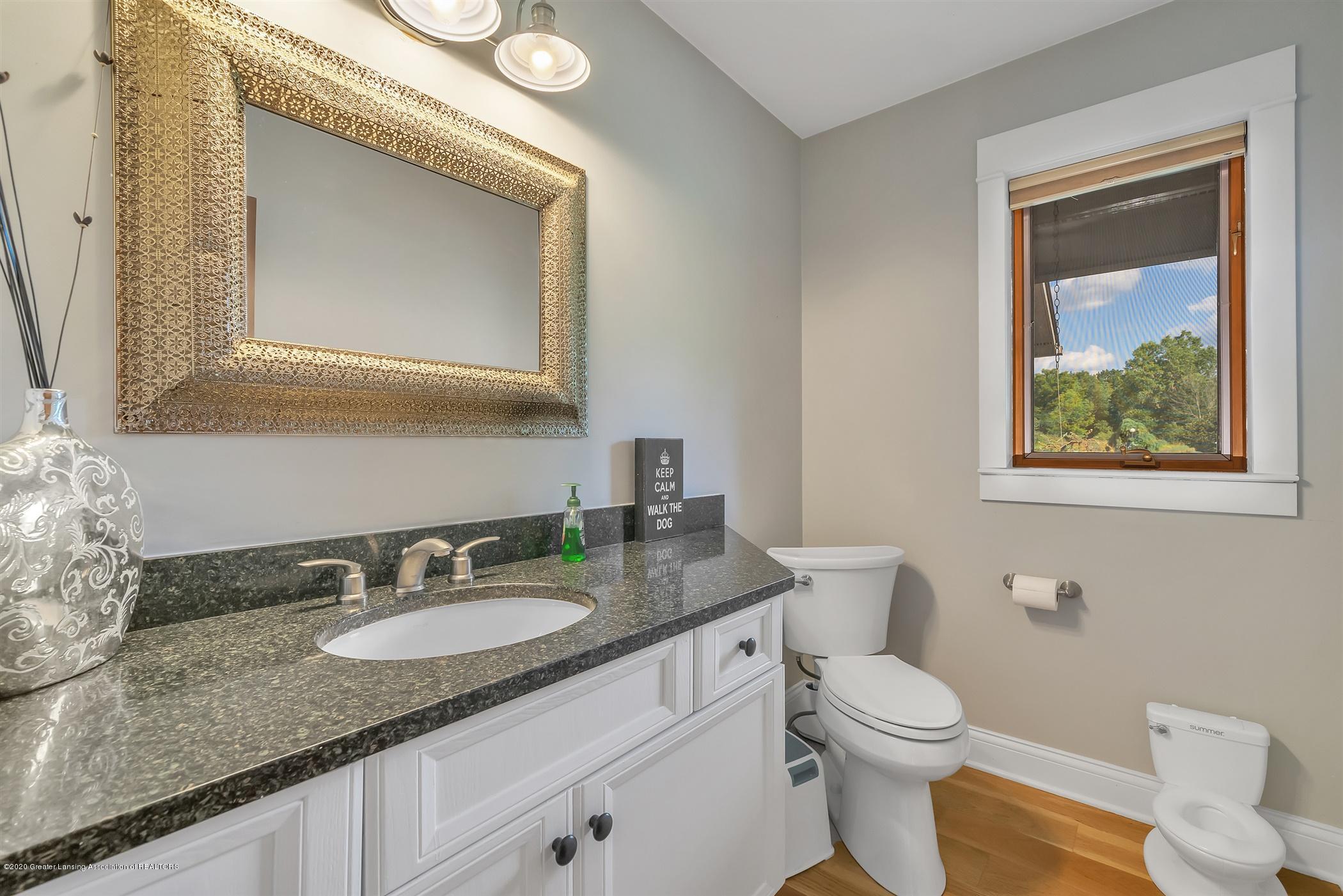 2275 Bravender Rd - MAIN FLOOR Half Bathroom - 38
