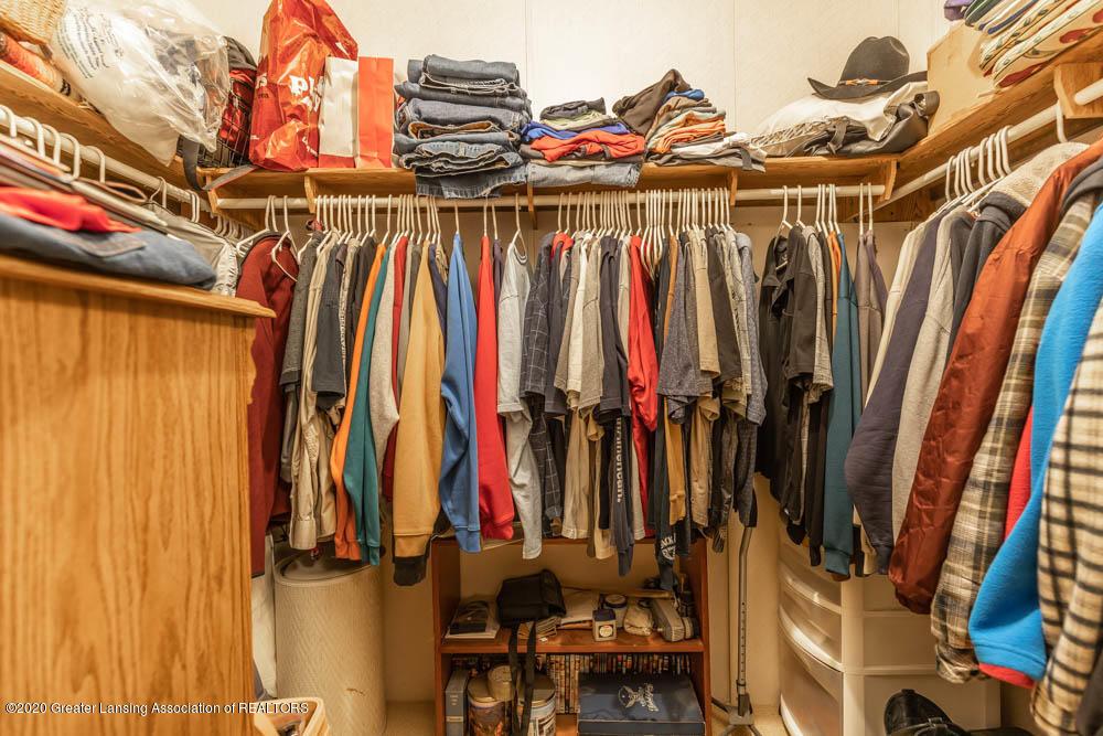 6977 S St Clair Rd - Master closet - 19