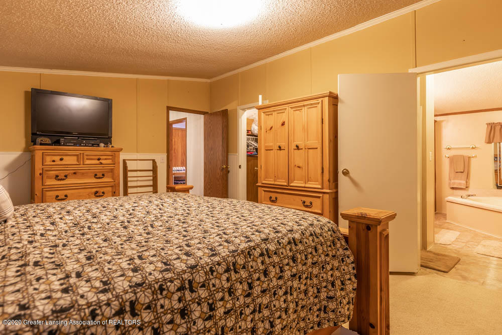 6977 S St Clair Rd - Master bedroom - 15