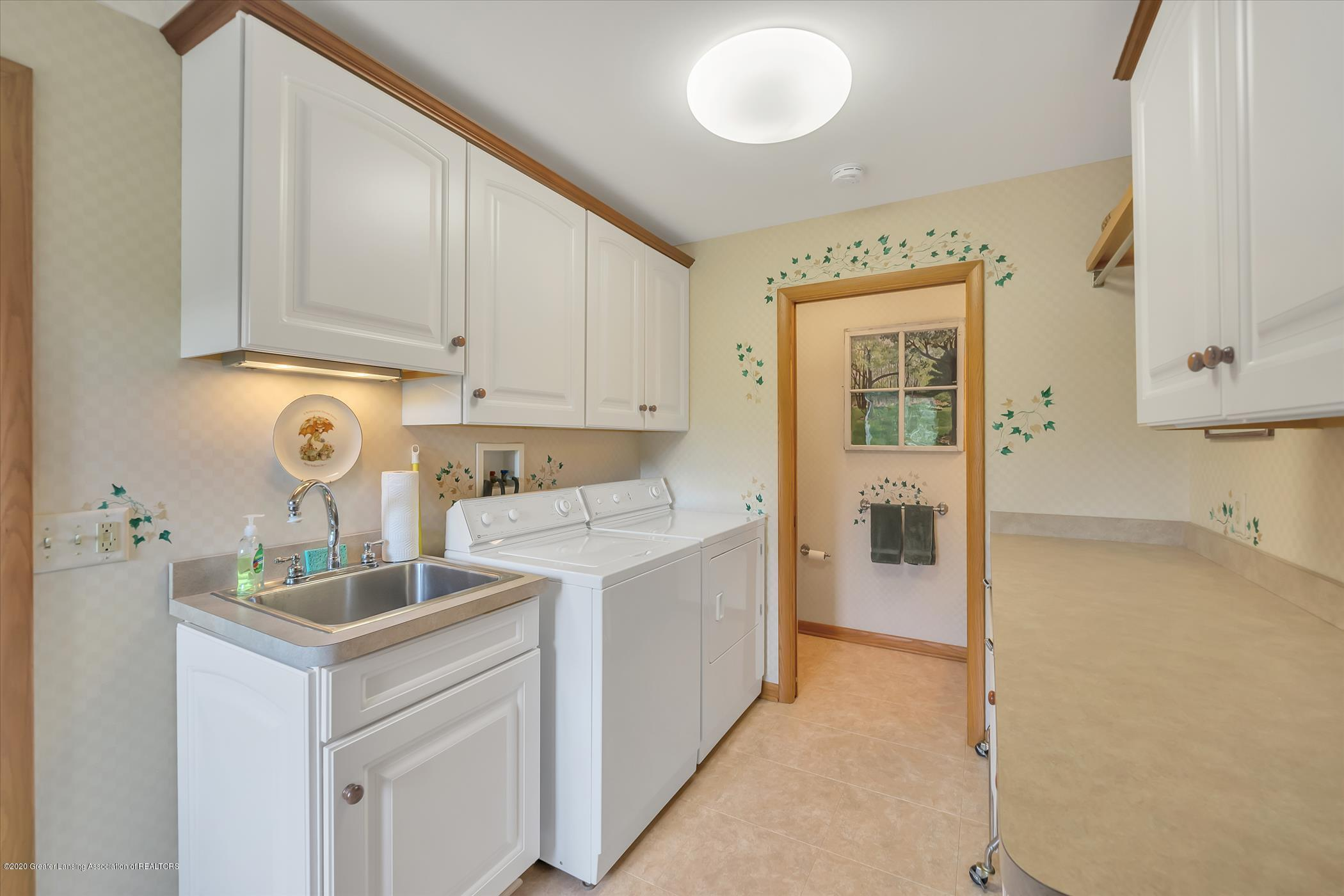 2114 Lagoon Dr - First Floor Laundry - 13