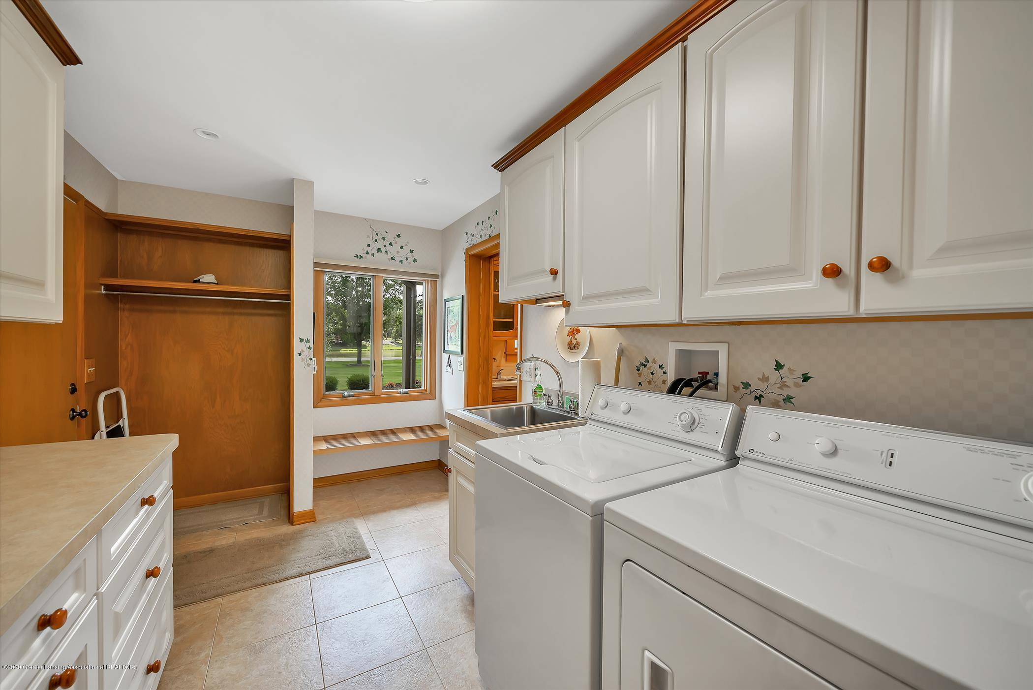 2114 Lagoon Dr - First Floor Laundry - 12