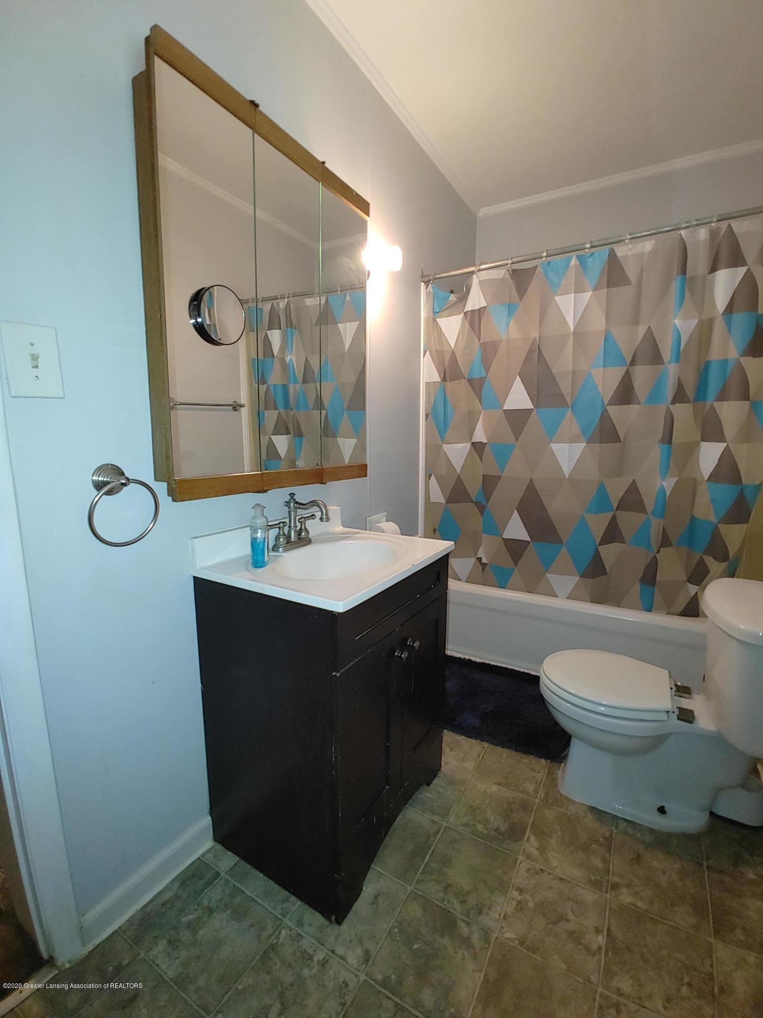 407 Bloomfield Blvd - Bathroom - 11