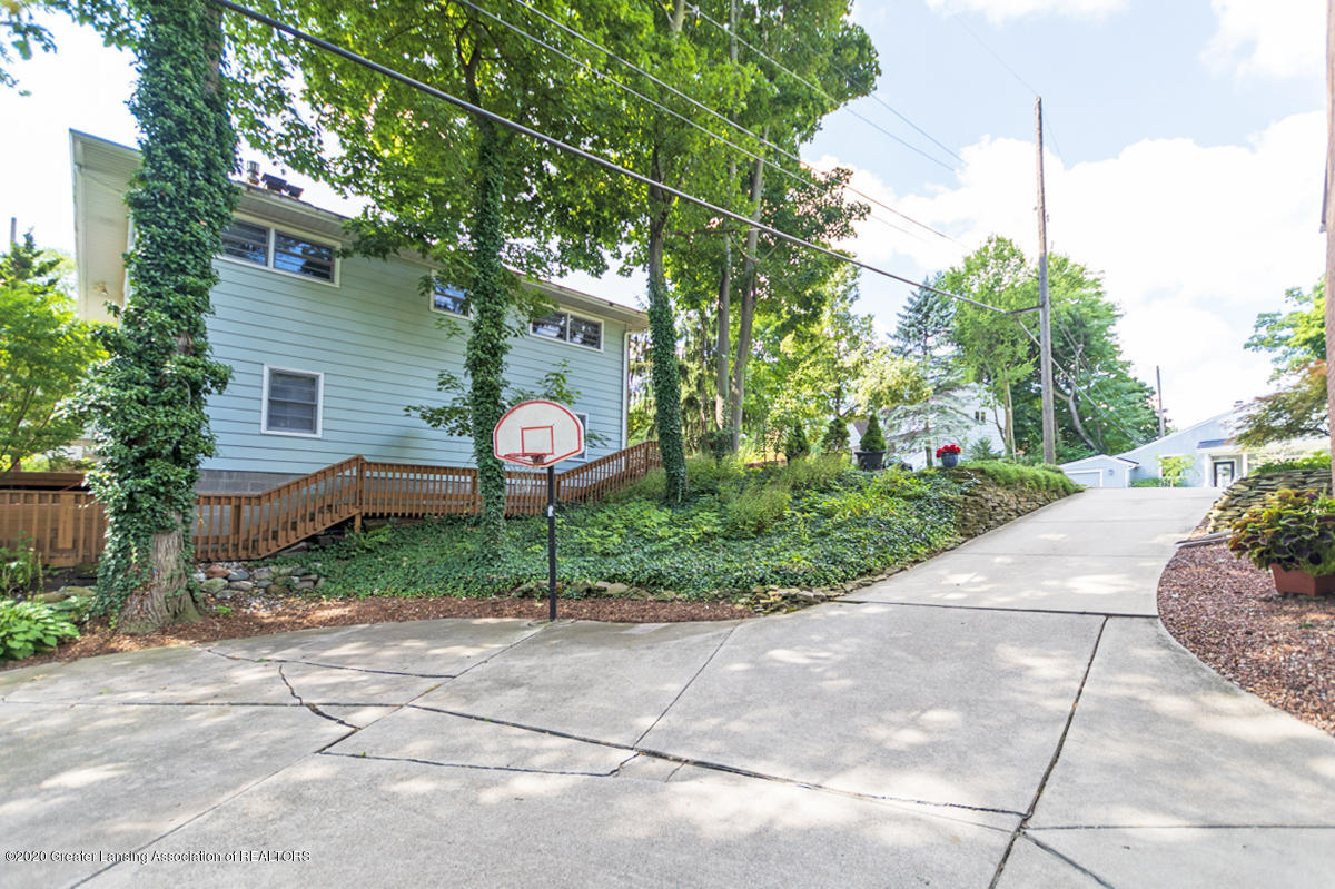 308 Chesterfield Pkwy - Driveway - 30