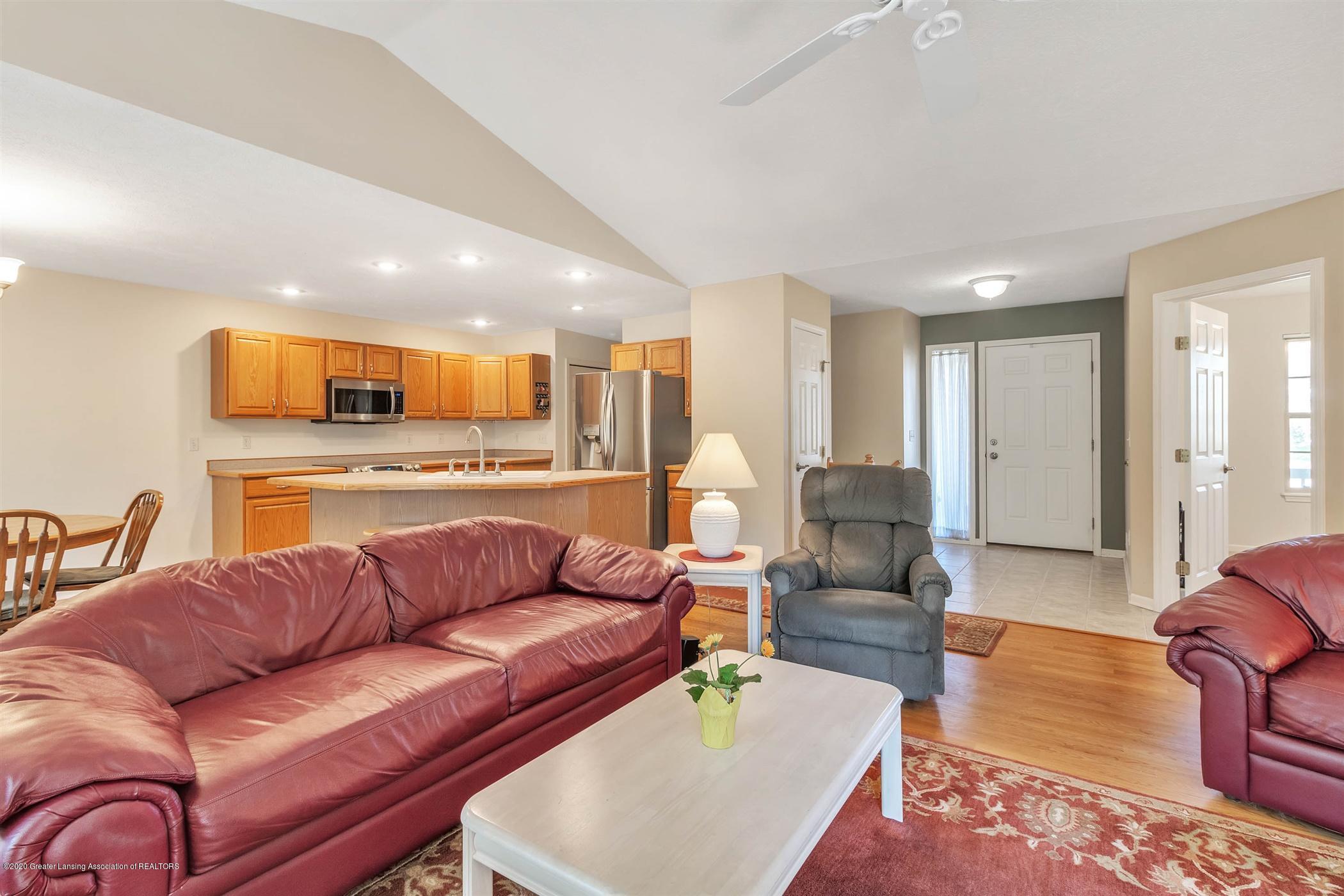 2383 Klompen St - Living Room - 4