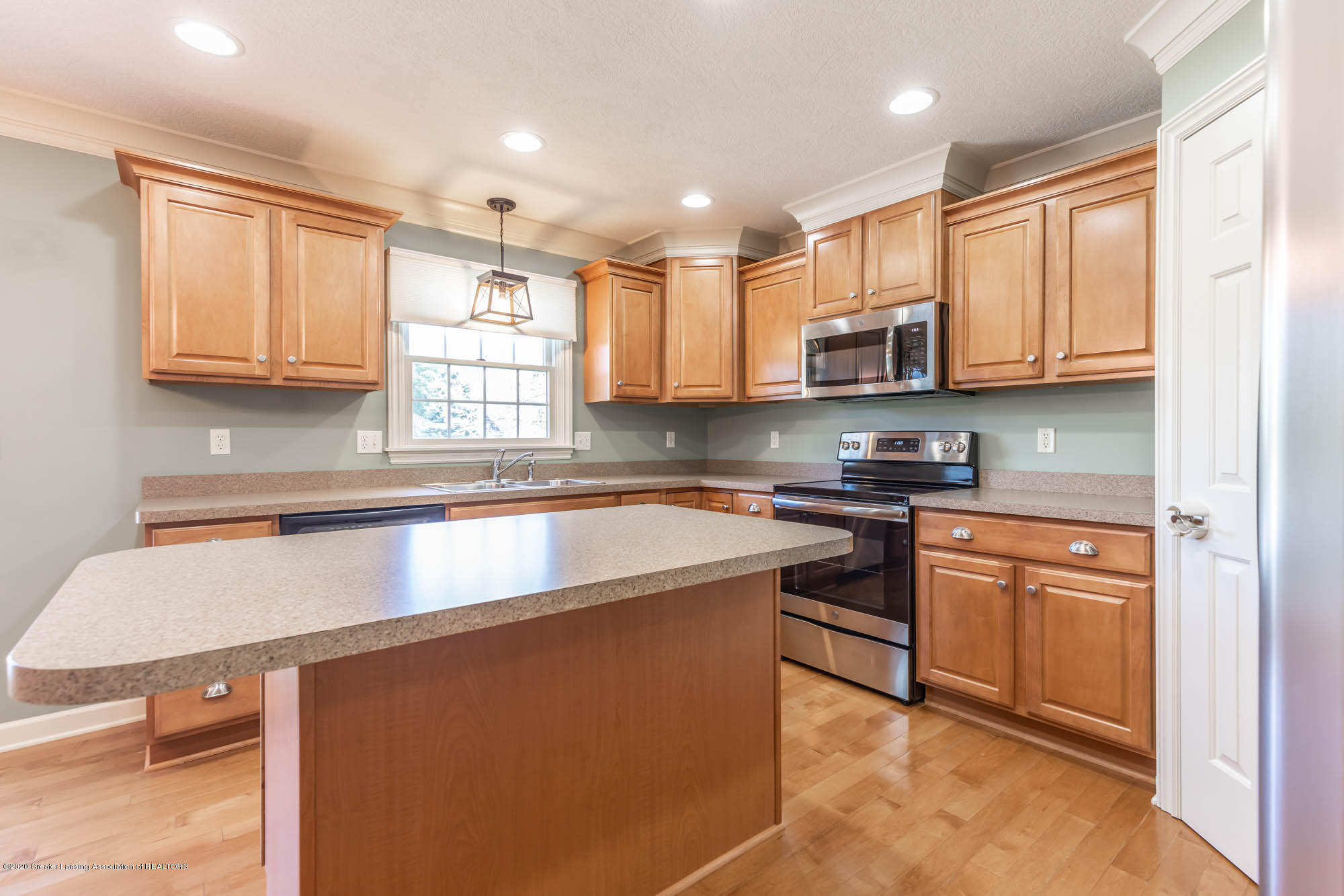 13260 Watercrest Dr - Kitchen - 10