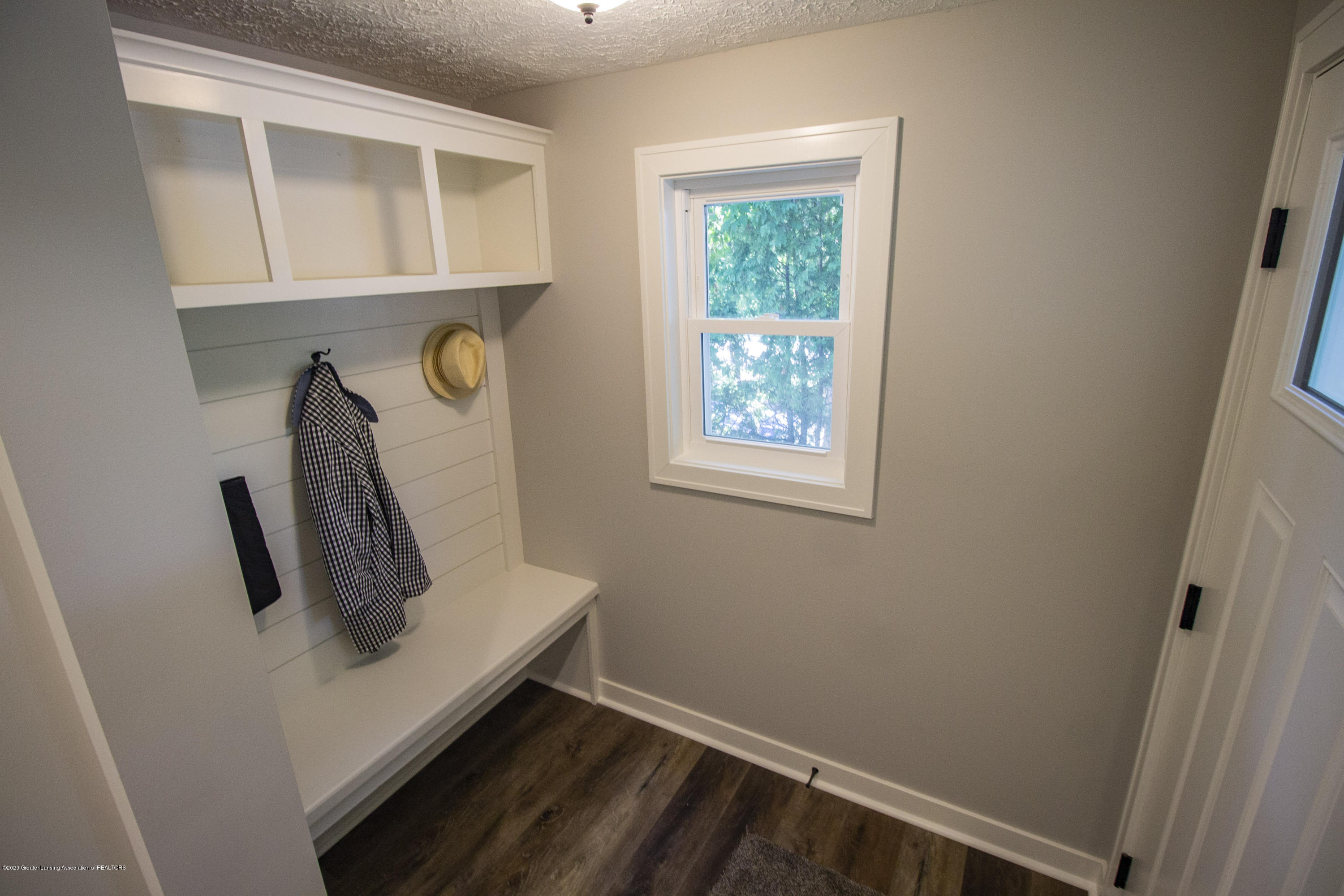 211 Russell St - 17. Russell Mudroom - 17