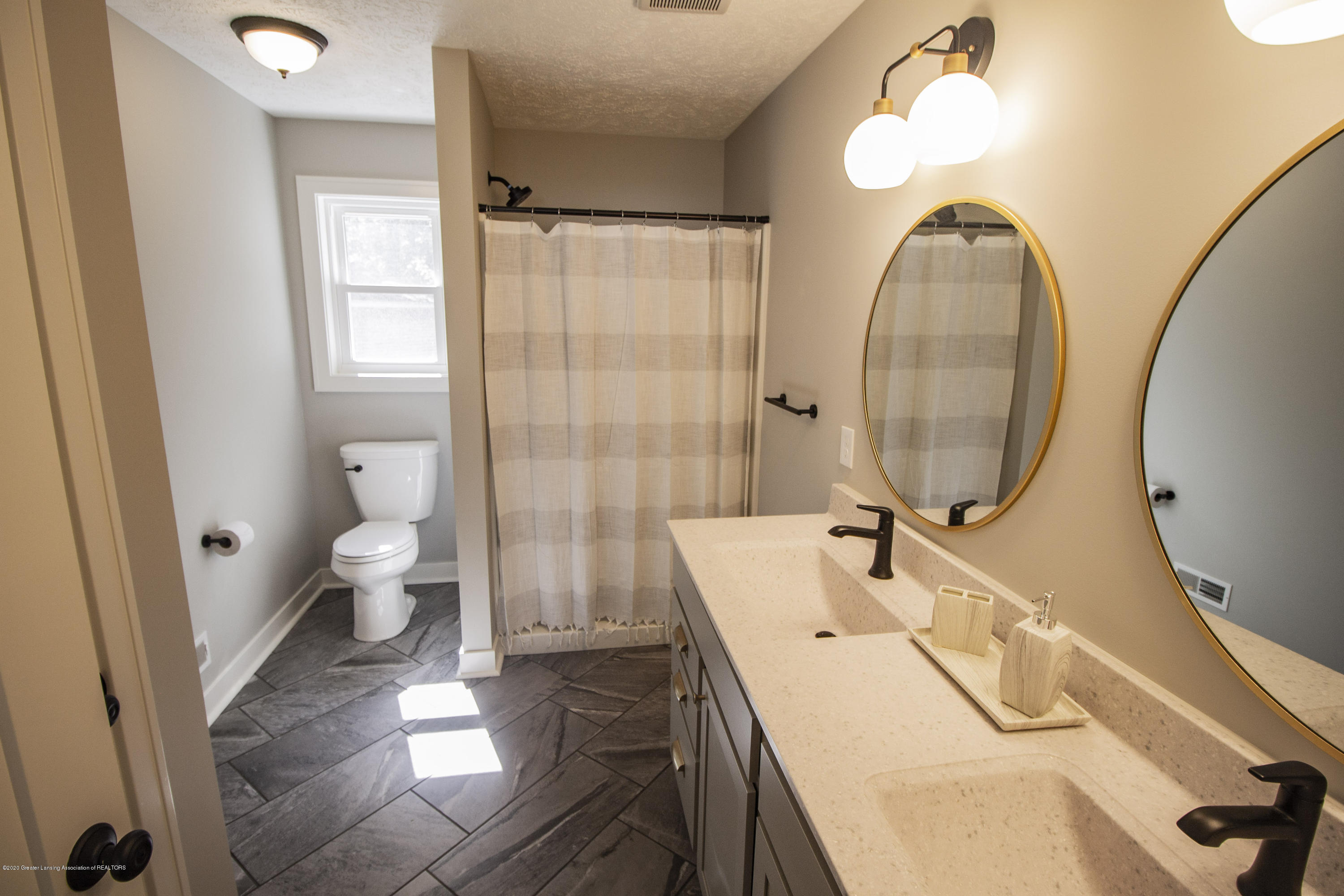 211 Russell St - 20. Russell Master Bath - 20