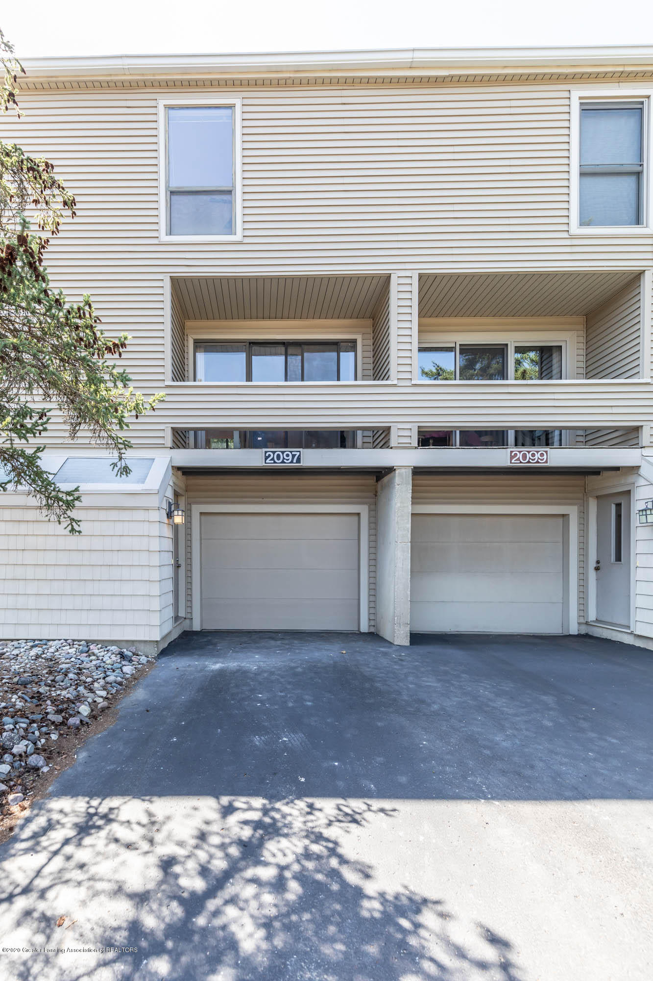 2097 Fox Hollow Dr - Front - 1