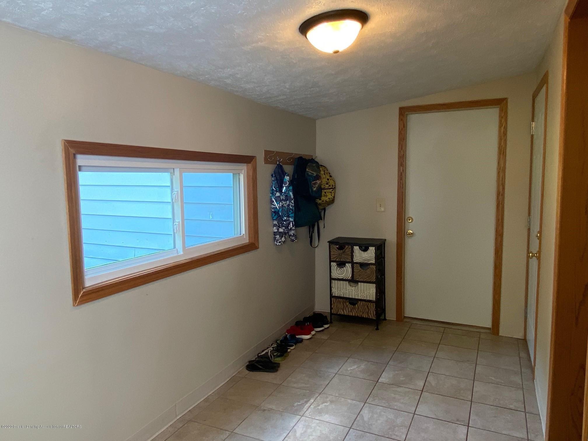 624 E Grand River Rd - Mud Room1 - 3