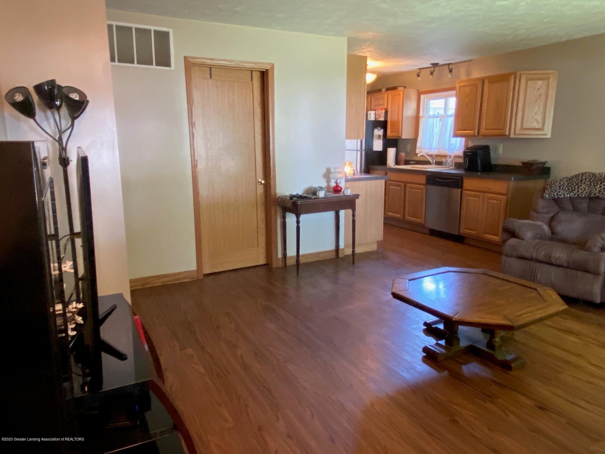 624 E Grand River Rd - Living Room 1 - 4