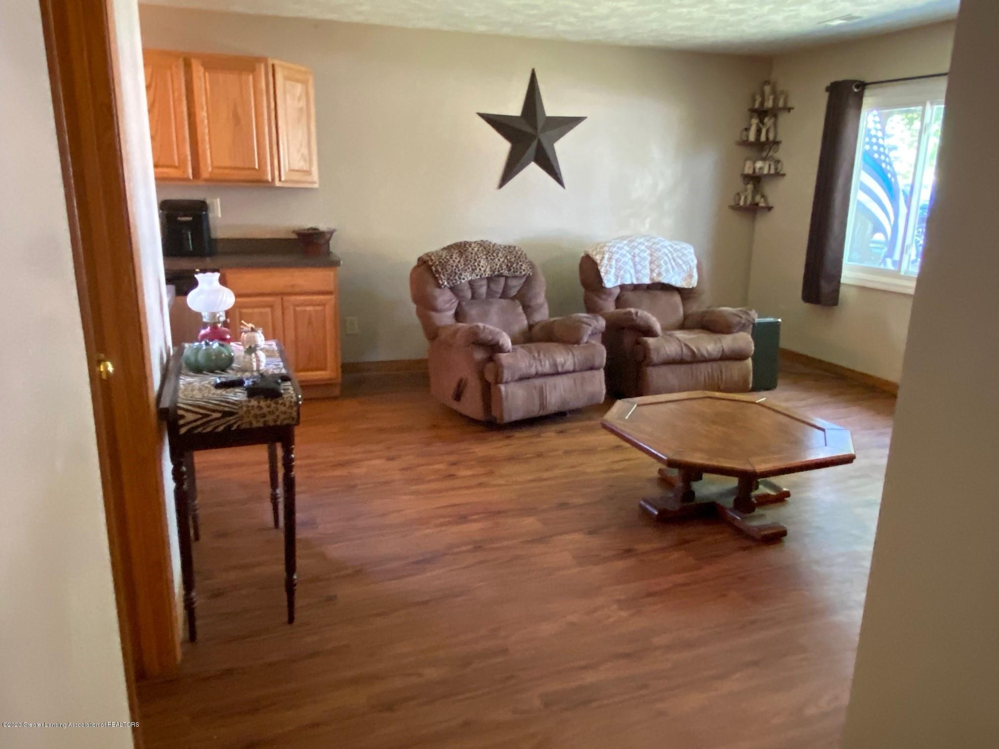624 E Grand River Rd - Living Room - 6