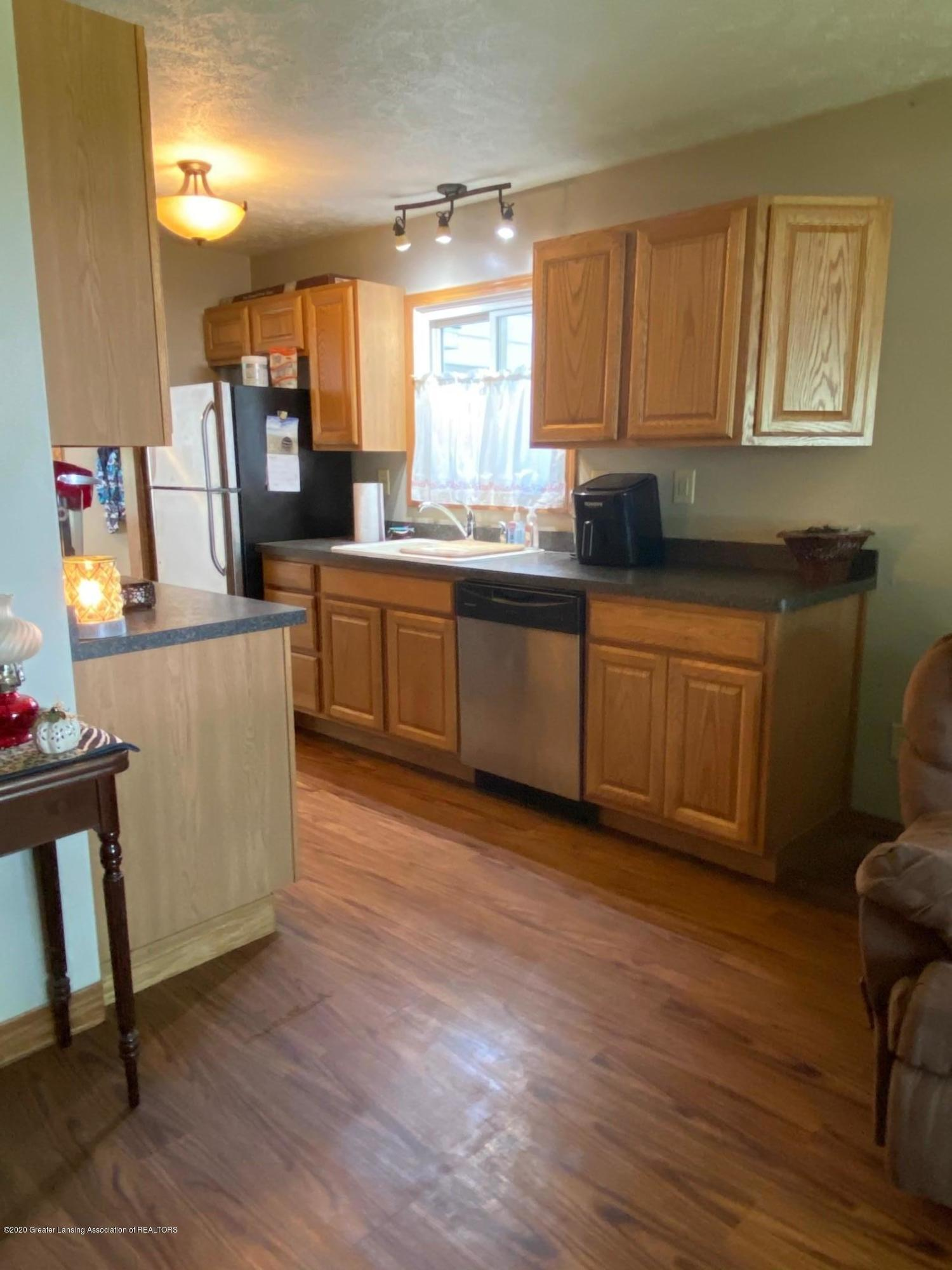 624 E Grand River Rd - Kitchen 3 - 9