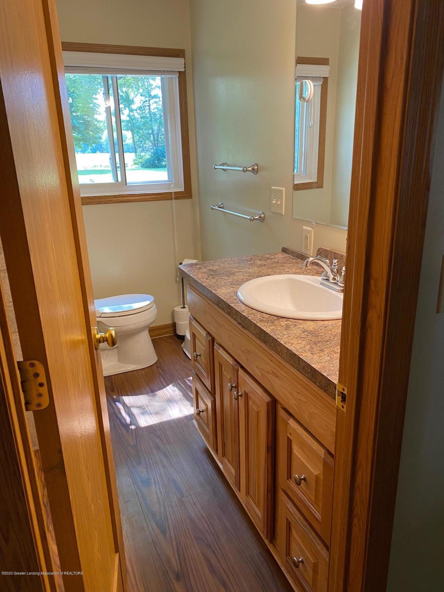 624 E Grand River Rd - Bathroom 1 - 11