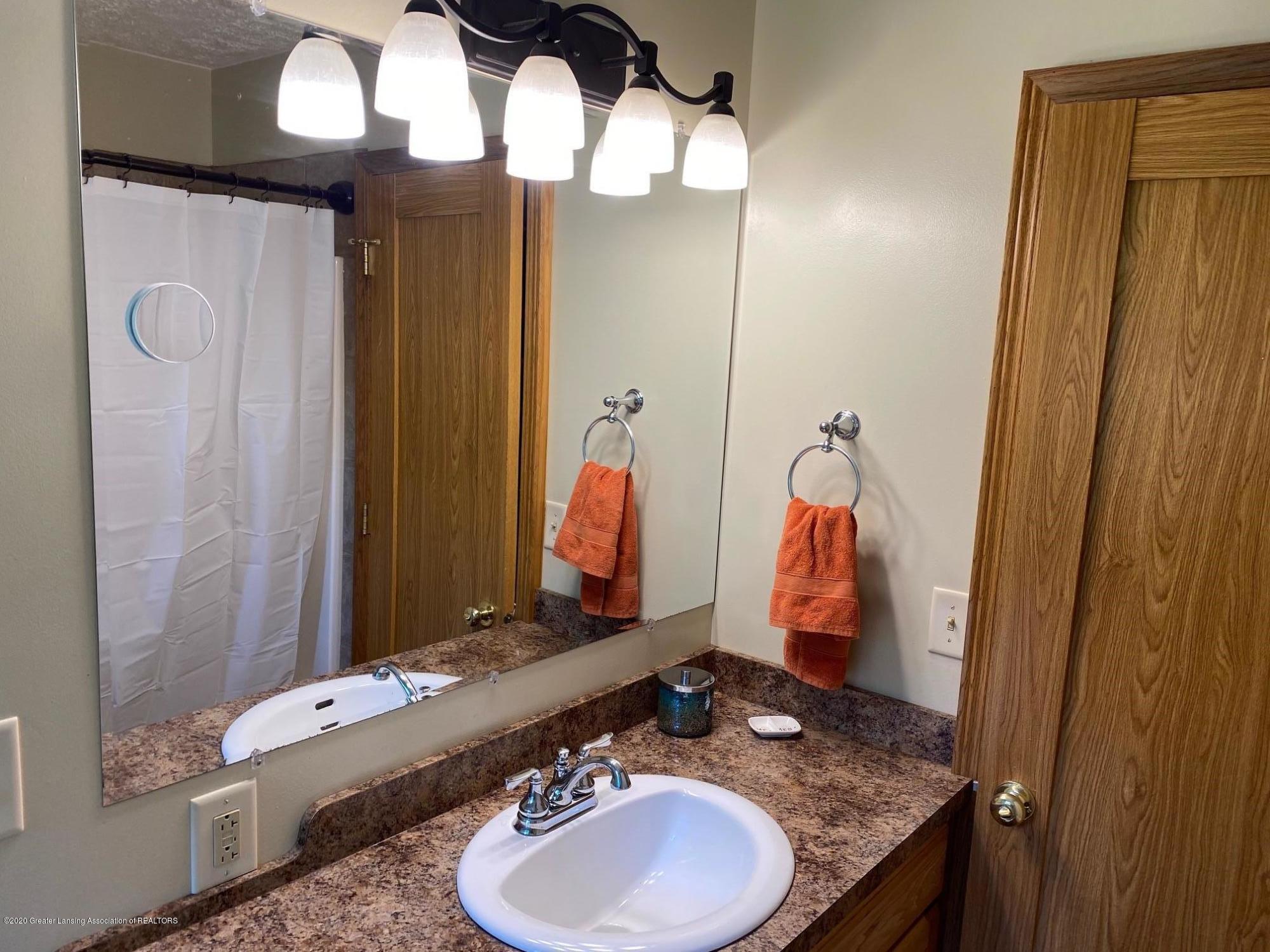 624 E Grand River Rd - Bathroom 3 - 13