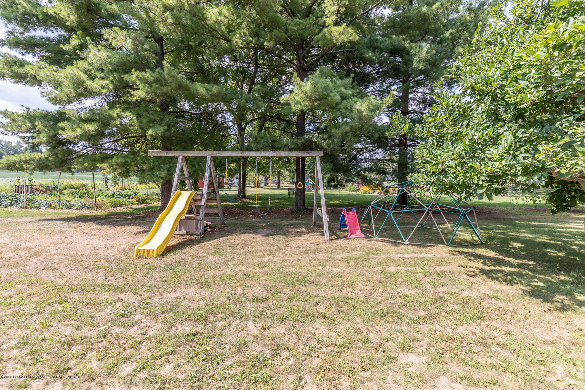 9523 Riverside - Play Structure Stays - 50