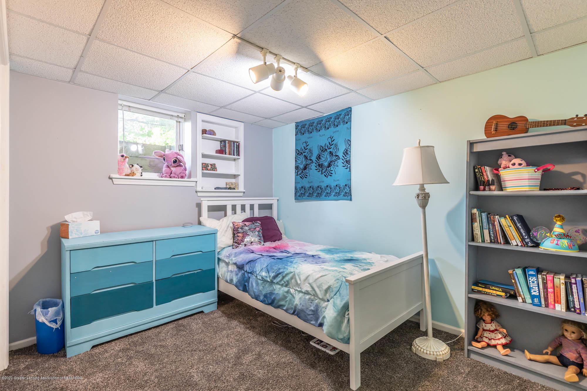 9523 Riverside - LL Room 6 - 45