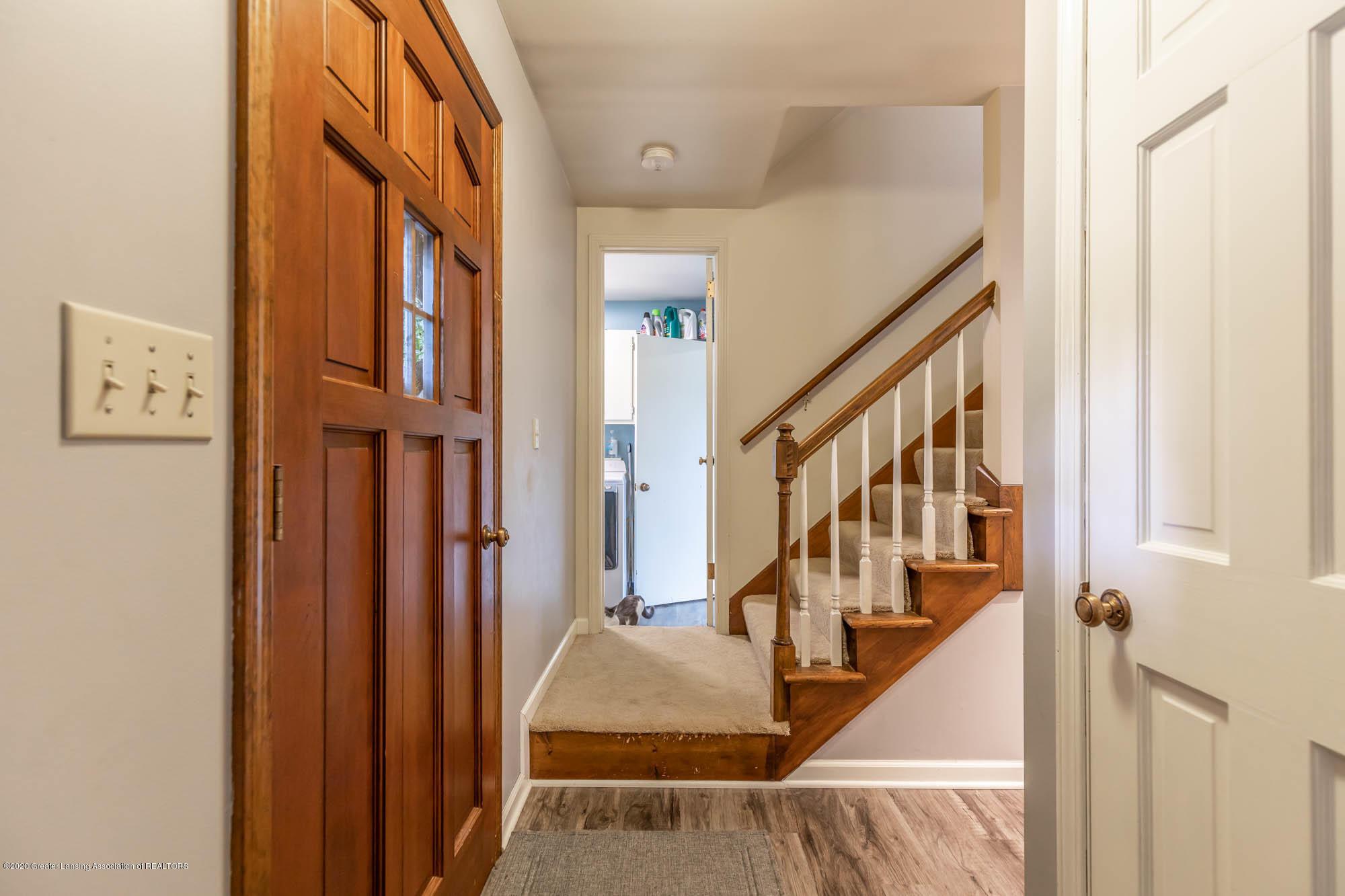 9523 Riverside - Foyer - 23
