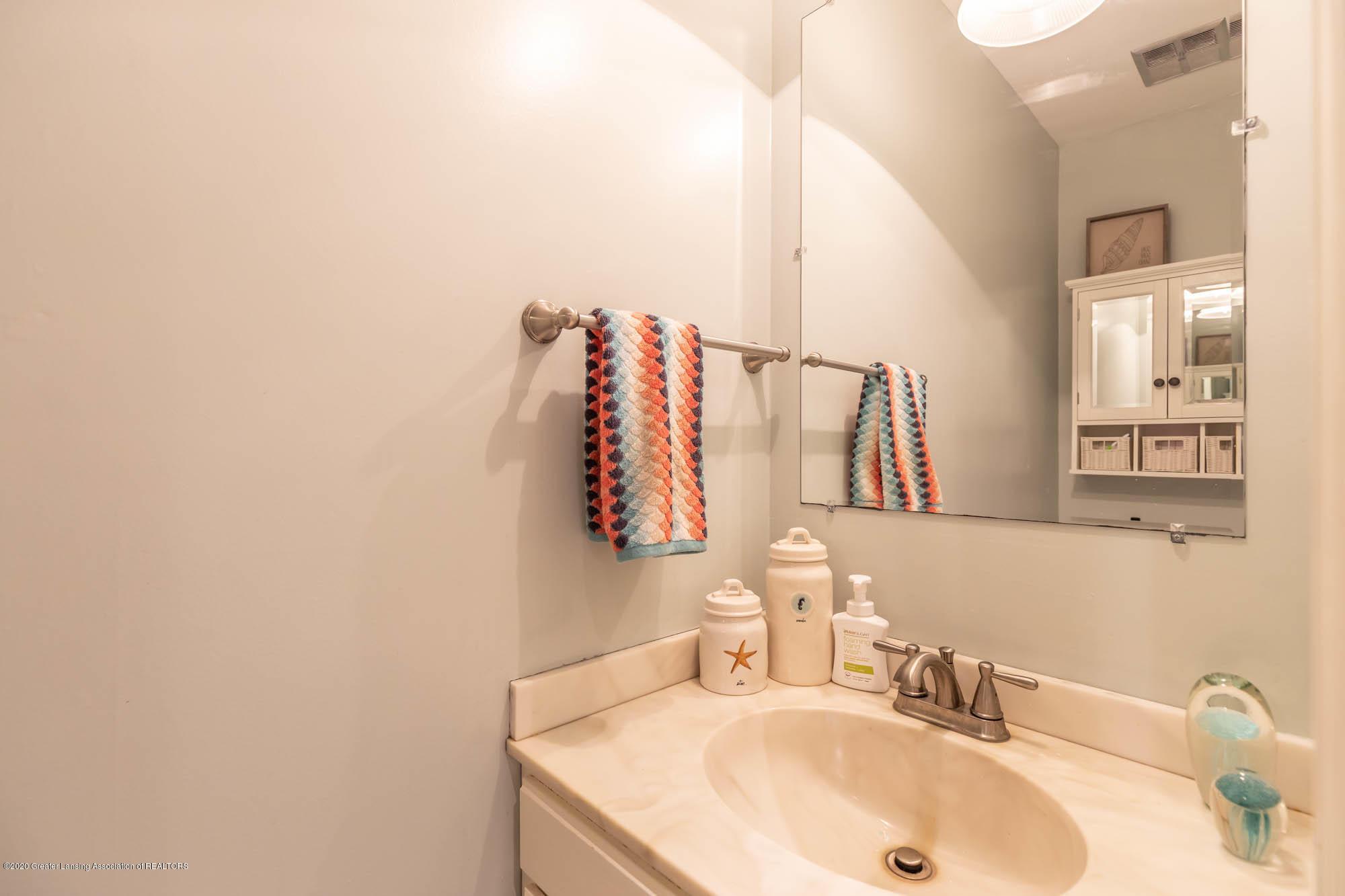9523 Riverside - Main floor half bath - 27