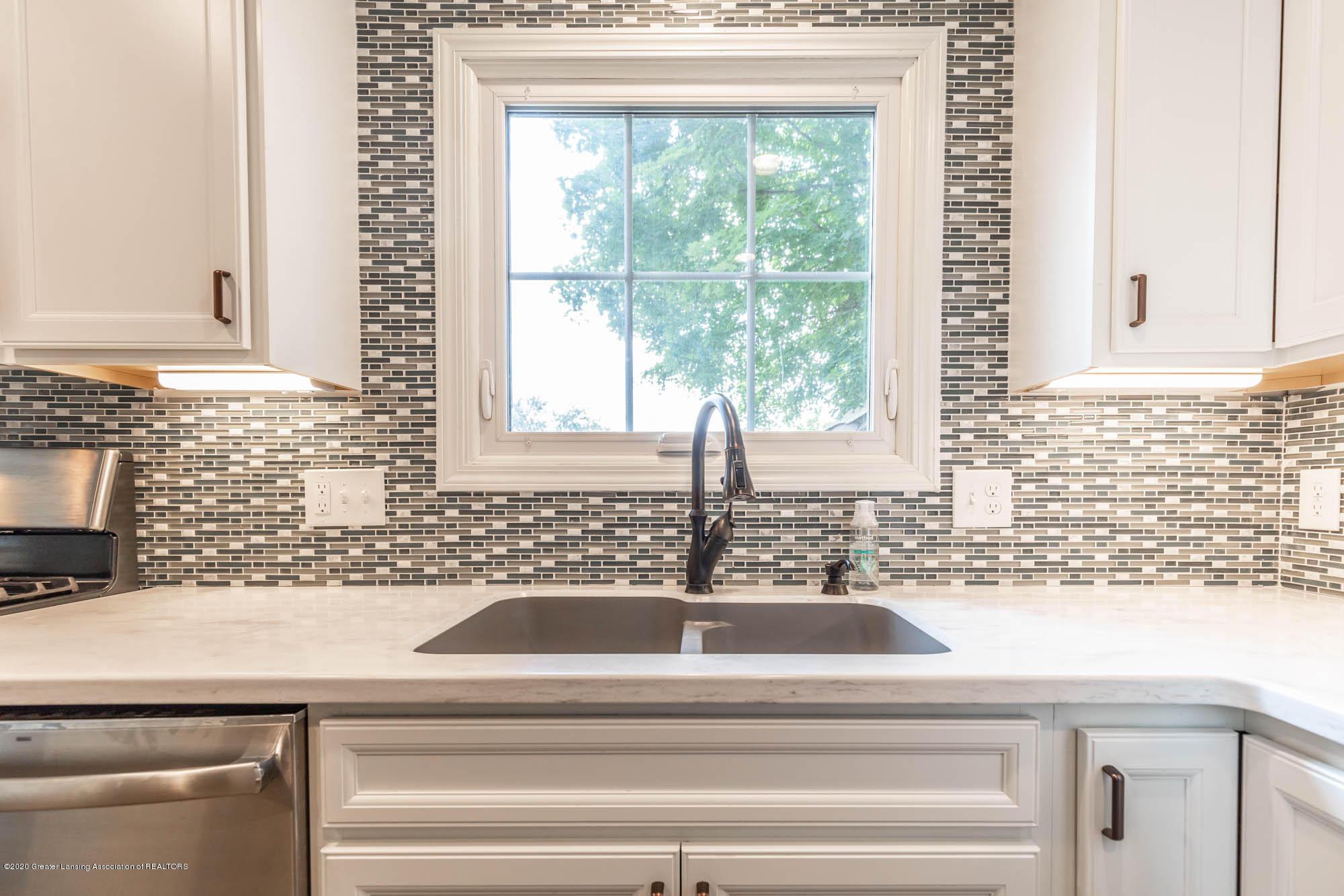 9523 Riverside - Granite Sink - 7