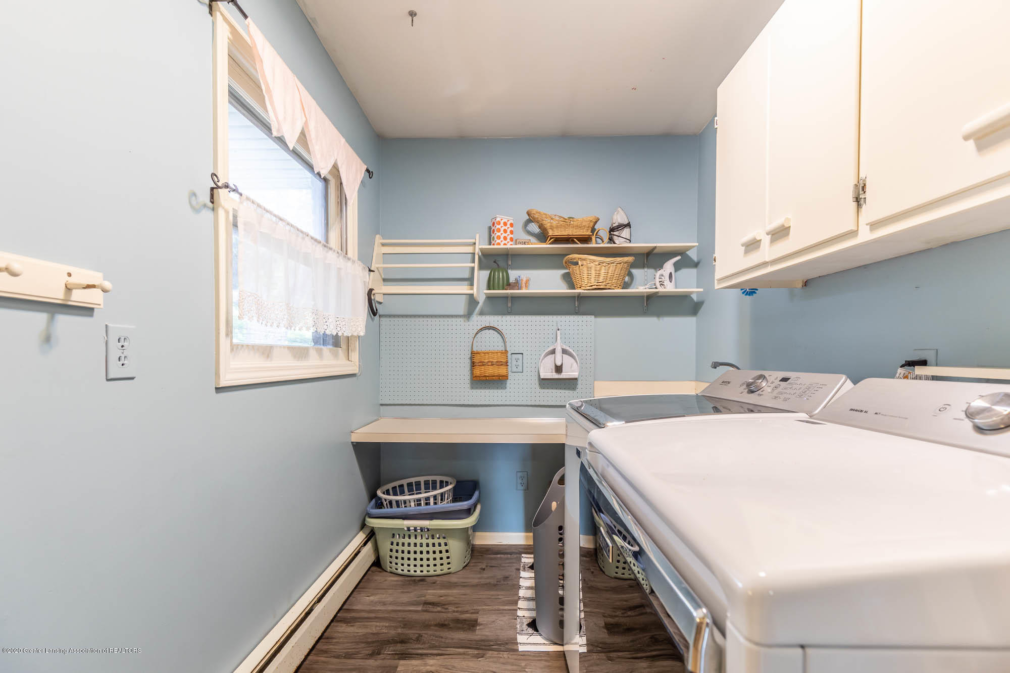 9523 Riverside - 1st Floor Laundry - 26