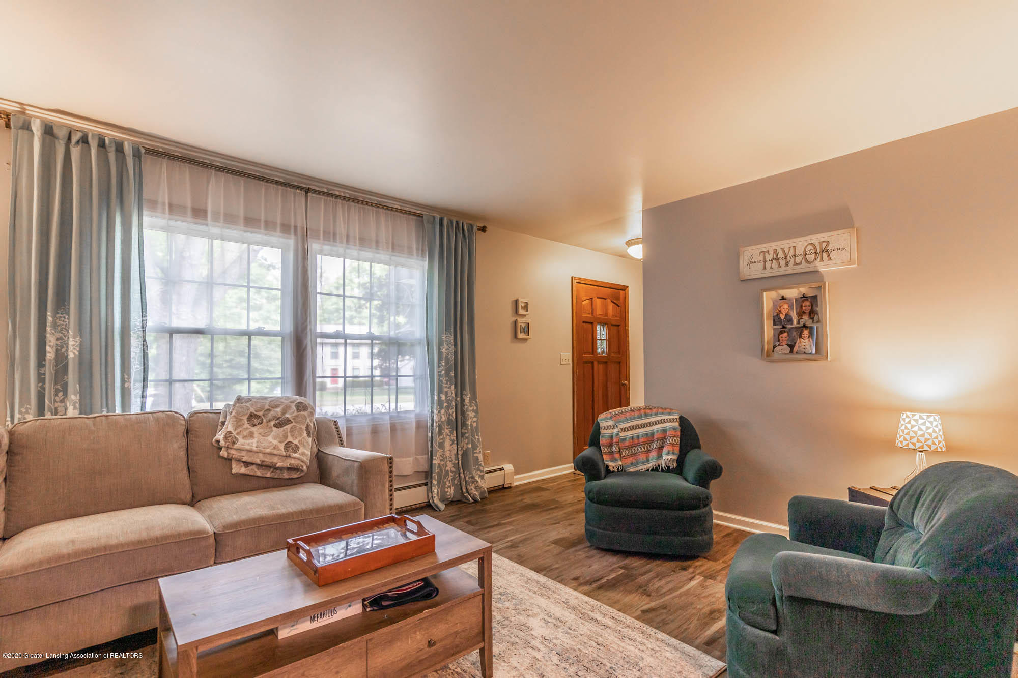 9523 Riverside - Formal Living Room - 19