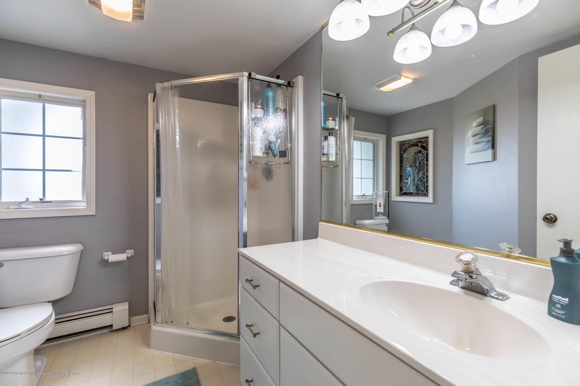 9523 Riverside - Master Bath - 30
