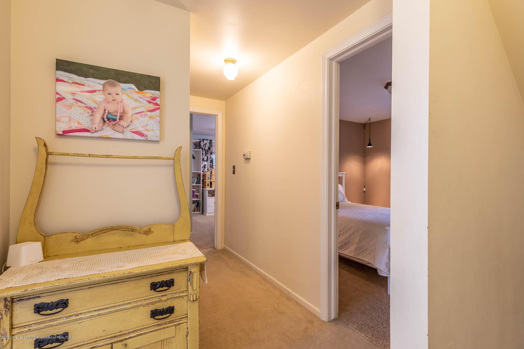 9523 Riverside - 2nd Floor Hallway - 33