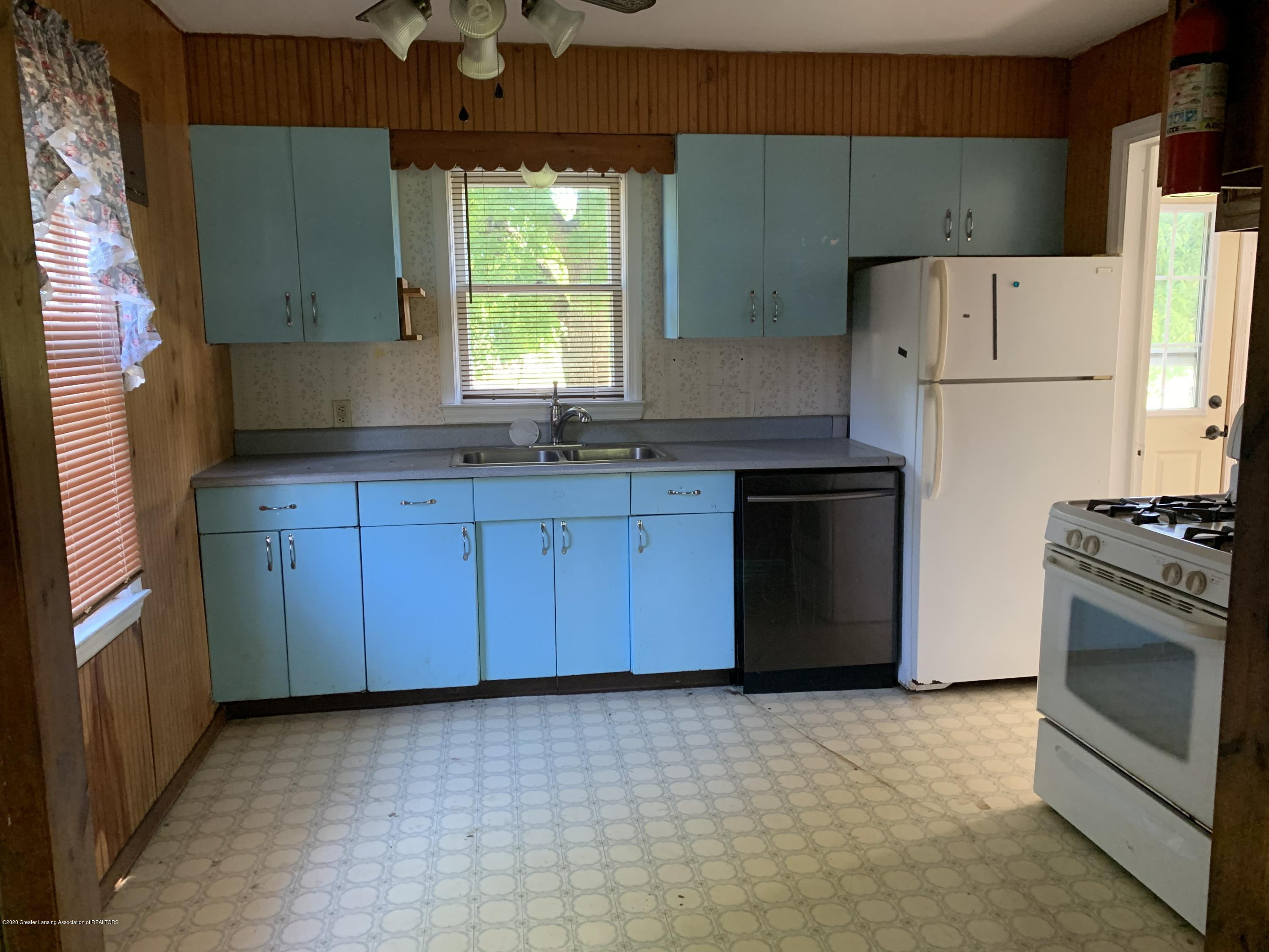 941 Varden Dr - Kitchen 2 - 4