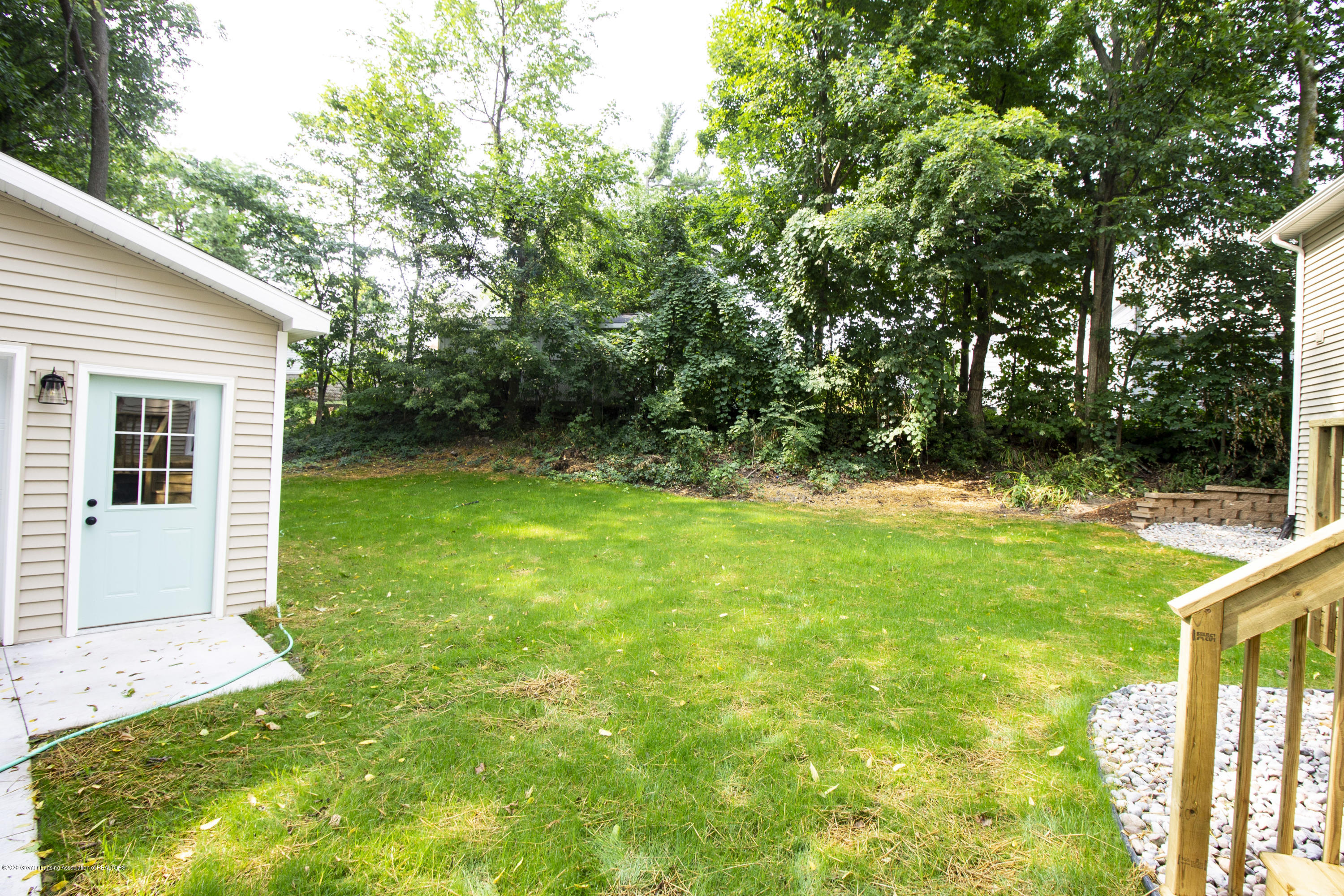 211 Russell St - 37. Back Yard - 37