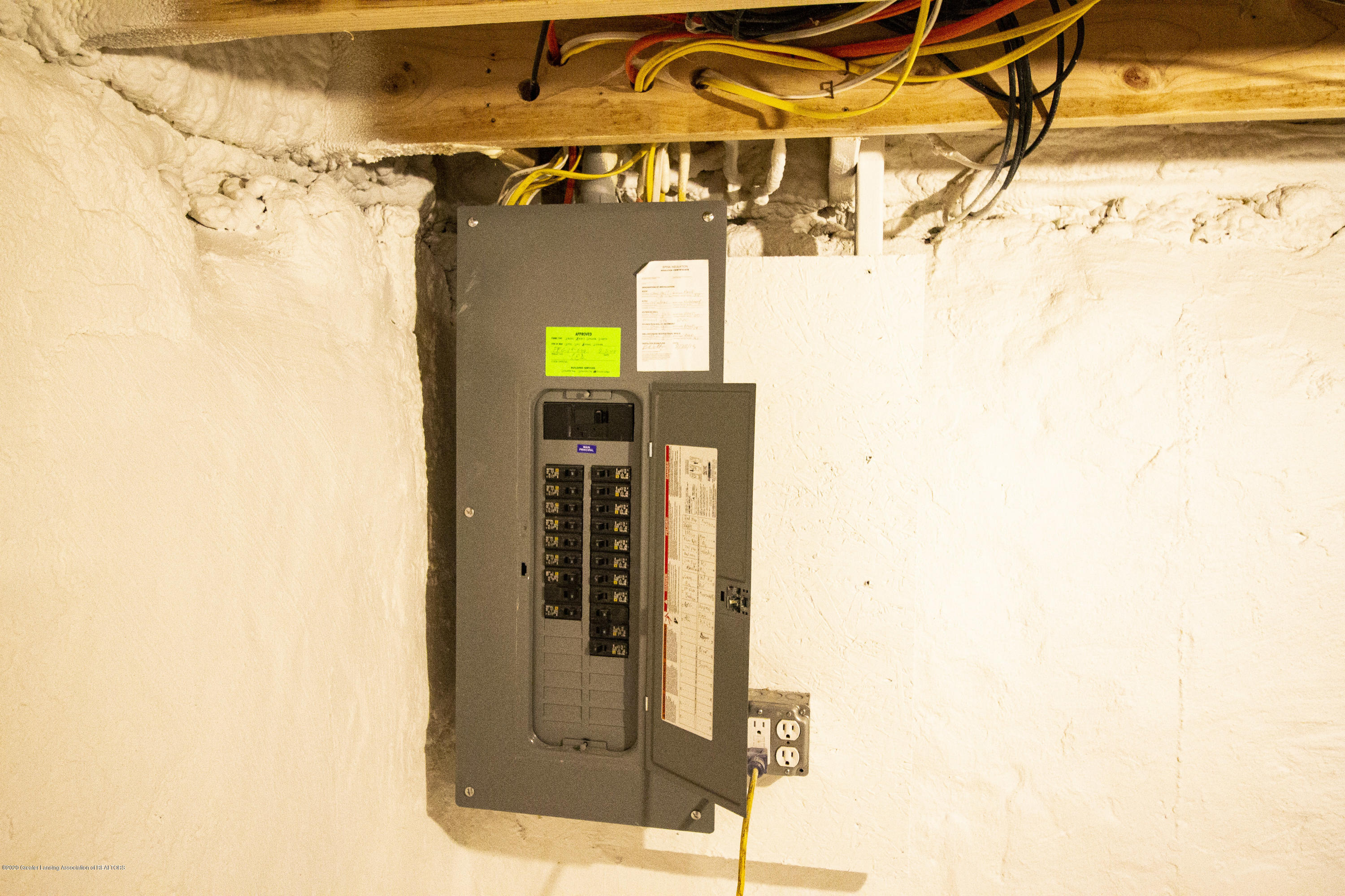 211 Russell St - 38. Electrical panel - 38