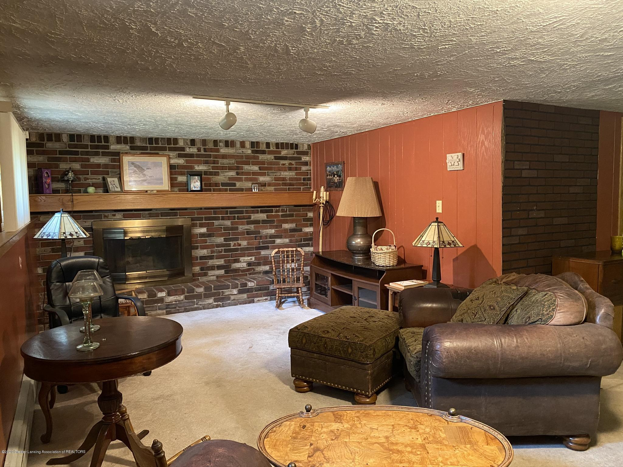 1850 Schoolcraft St - Family Room - 30