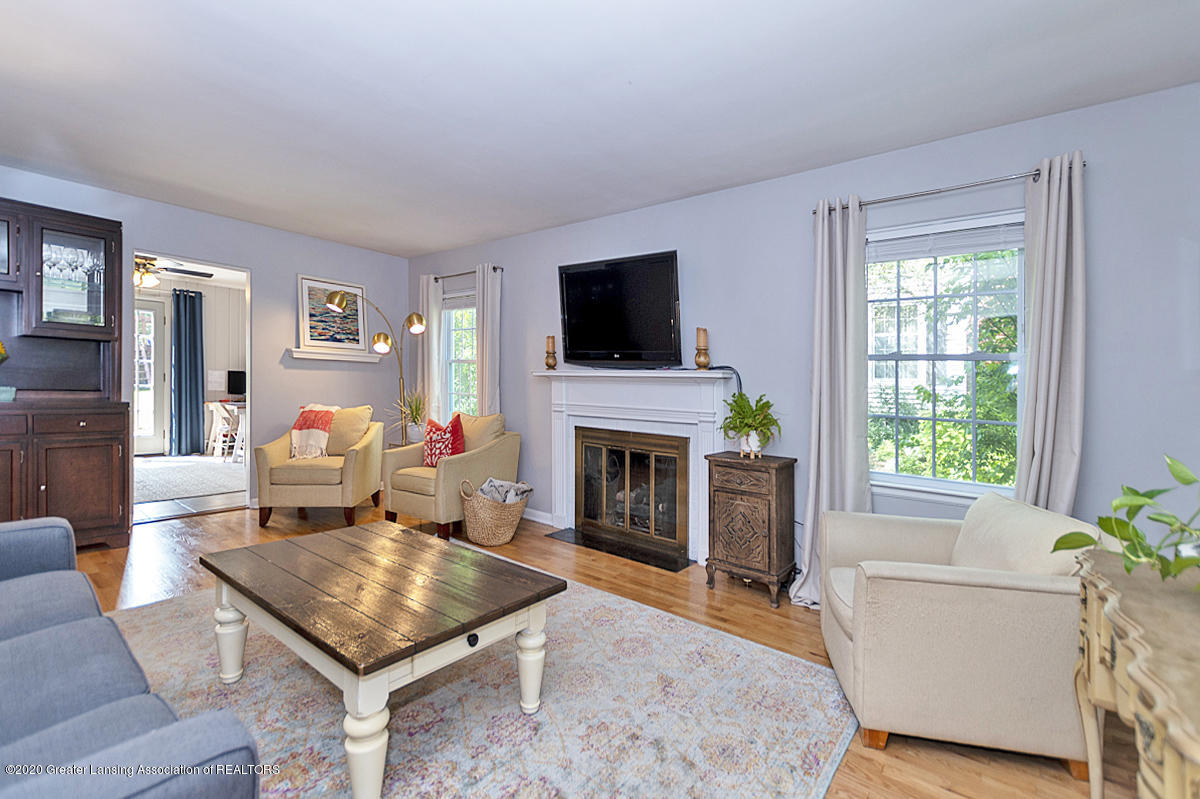 1025 Northlawn Ave - Living Room - 7