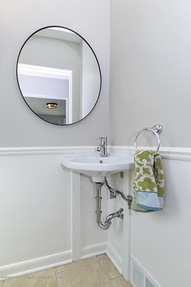 1025 Northlawn Ave - Half Bathroom - 14