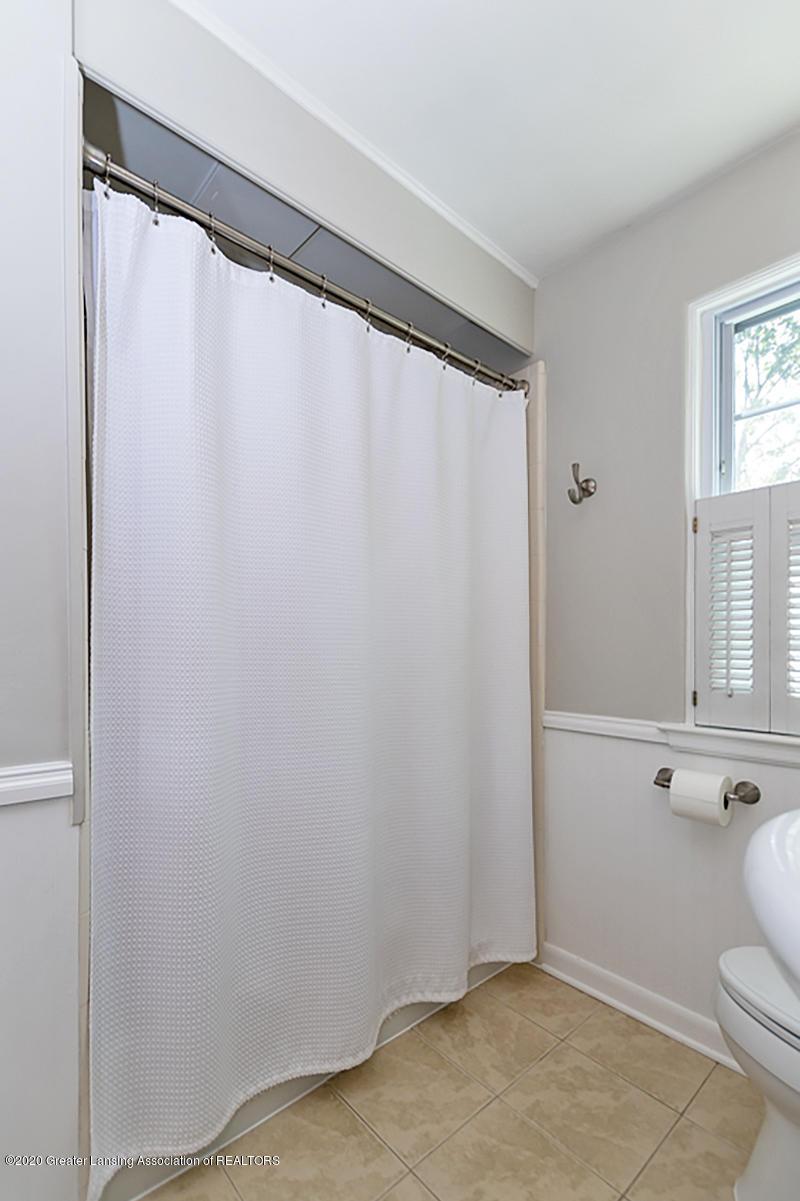 1025 Northlawn Ave - Full Bathroom - 21