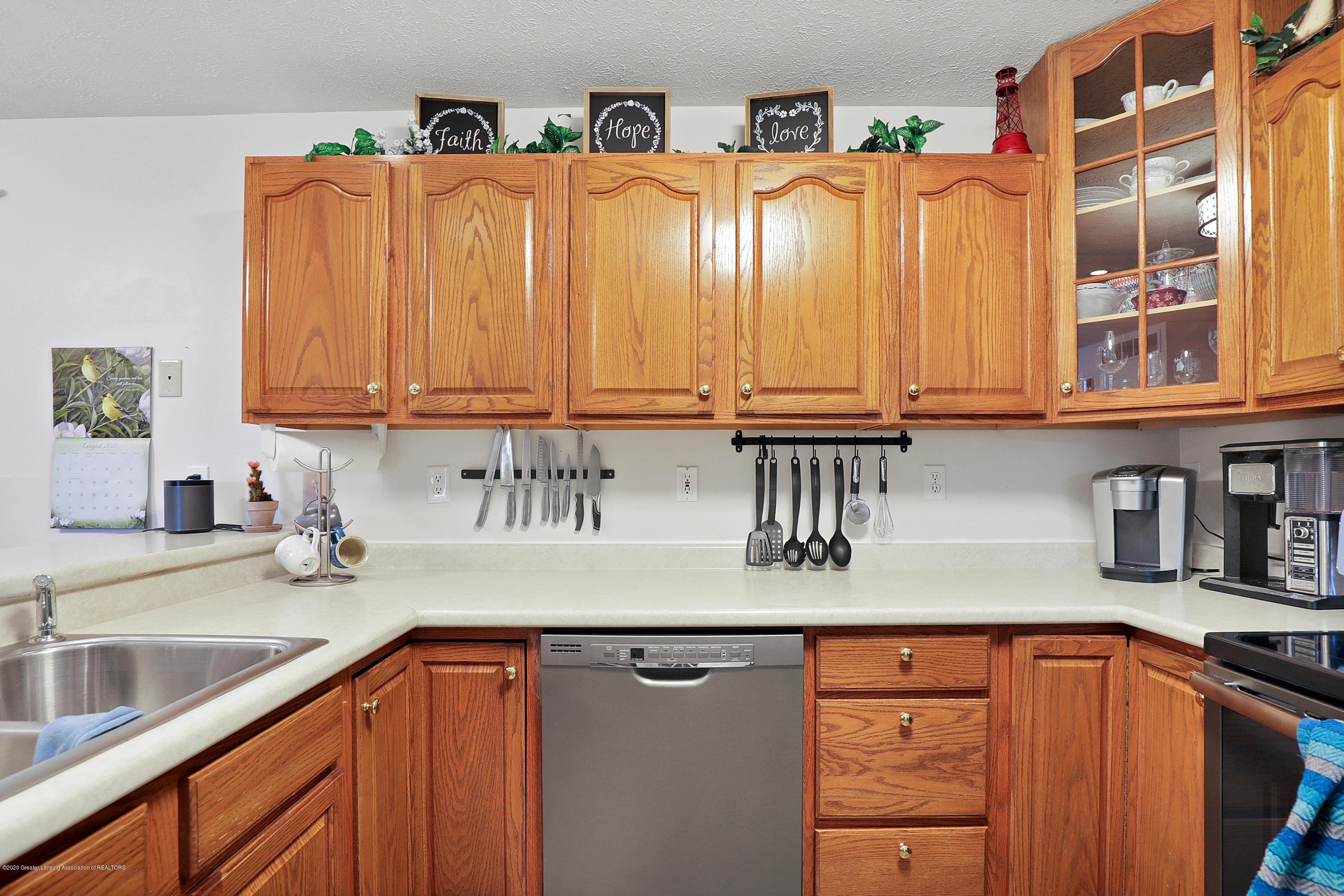 9449 Buckingham Cir - Kitchen - 11