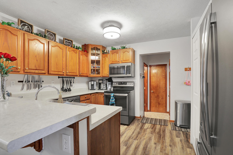 9449 Buckingham Cir - Kitchen - 10