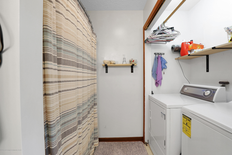 9449 Buckingham Cir - 2nd floor laundry - 35
